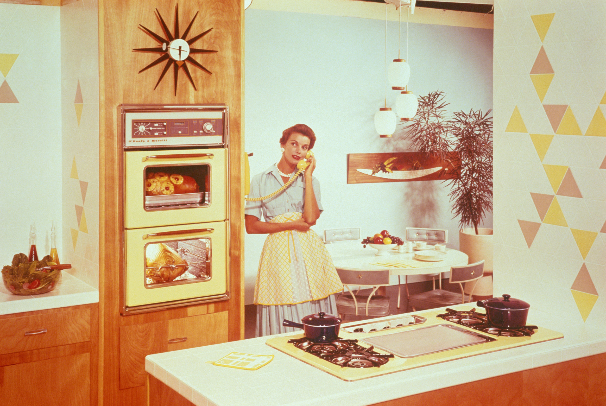 WOMAN SPEAKS ON THE PHONE IN A KITCHEN