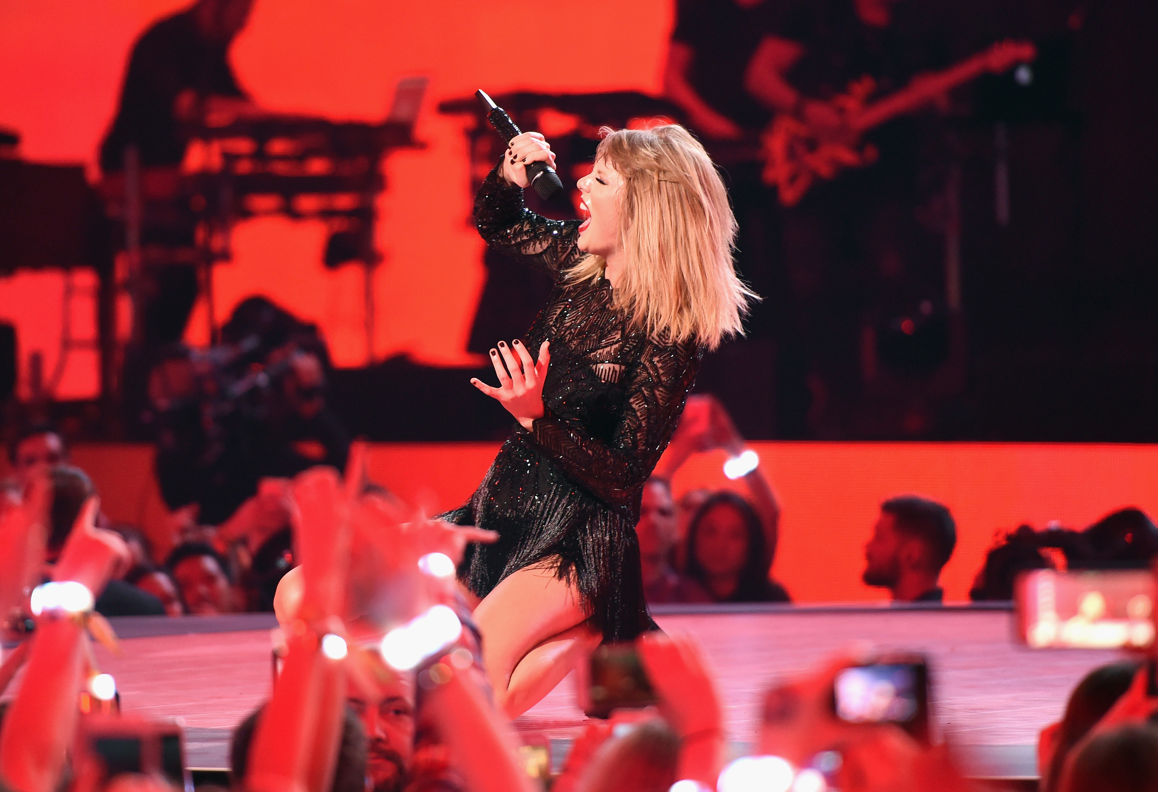 Taylor Swift Super Bowl Concert Going To At T Video Users Only Fortune