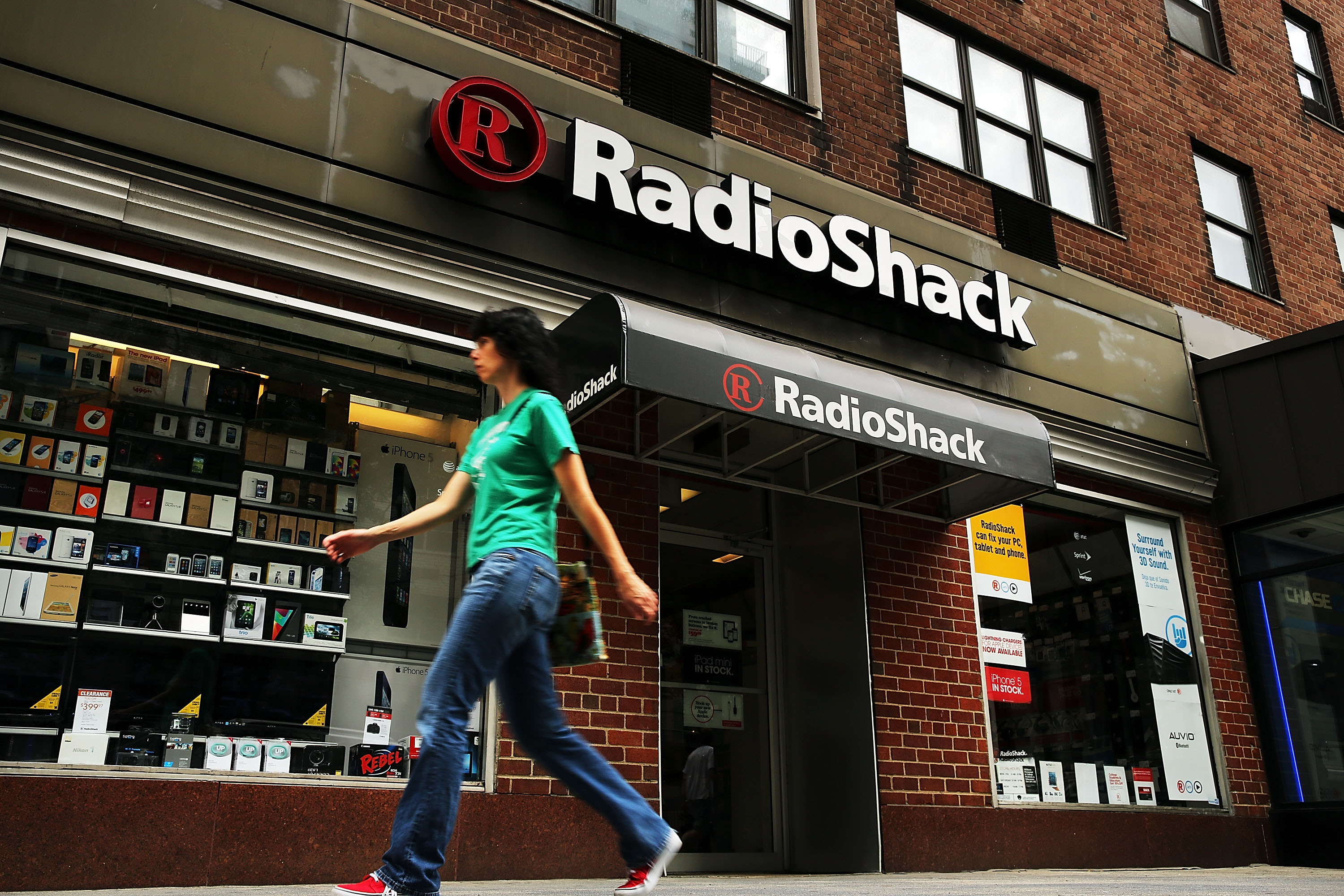RadioShack Reports Large Quarterly Loss