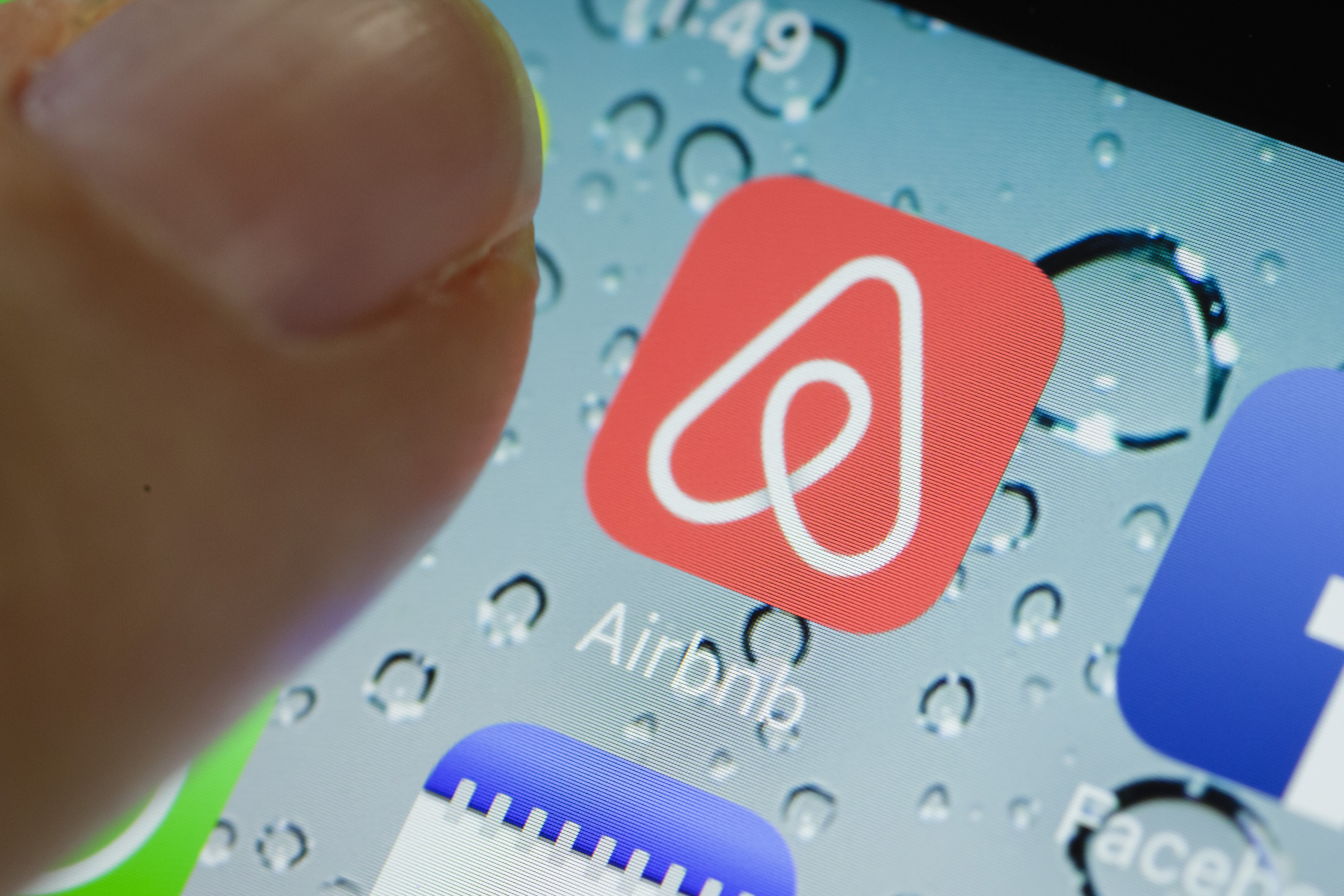 Airbnb Tests Credit Card Payments Split Among Friends | Fortune