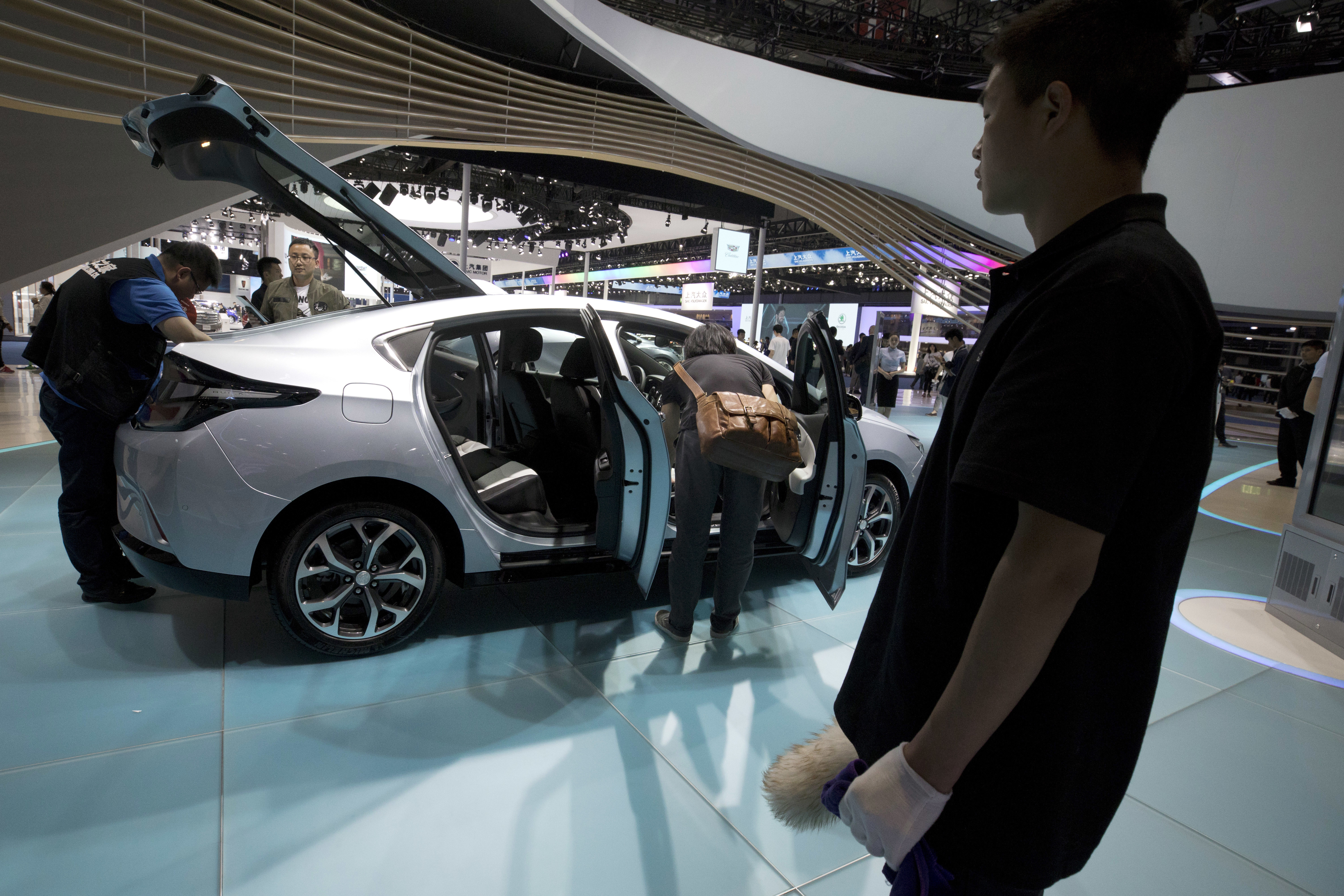 Visitors take a closer look at Buick's Velite 5.
