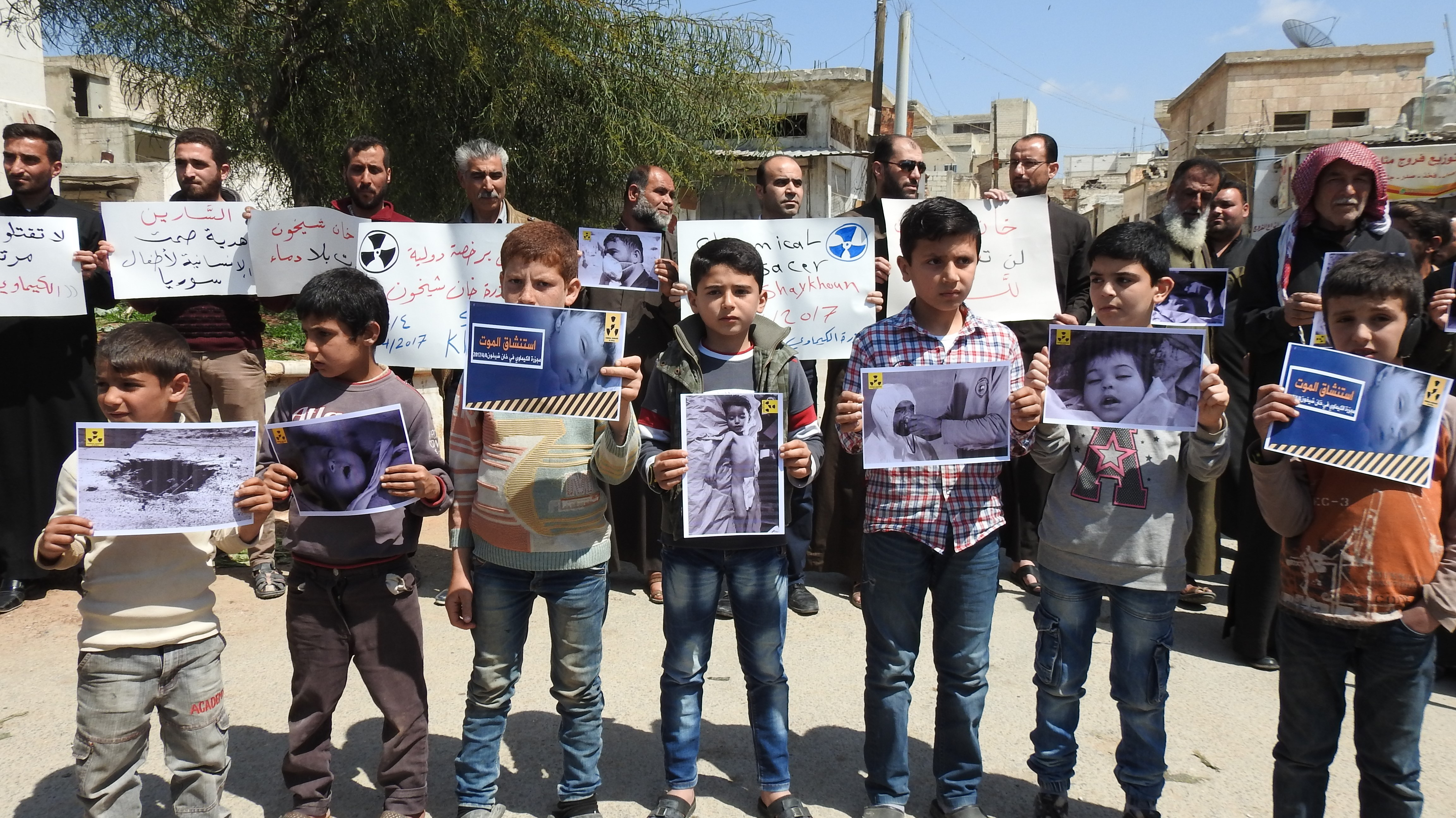 Protest in Idlib against Assad regime forces' suspected chemical gas attack