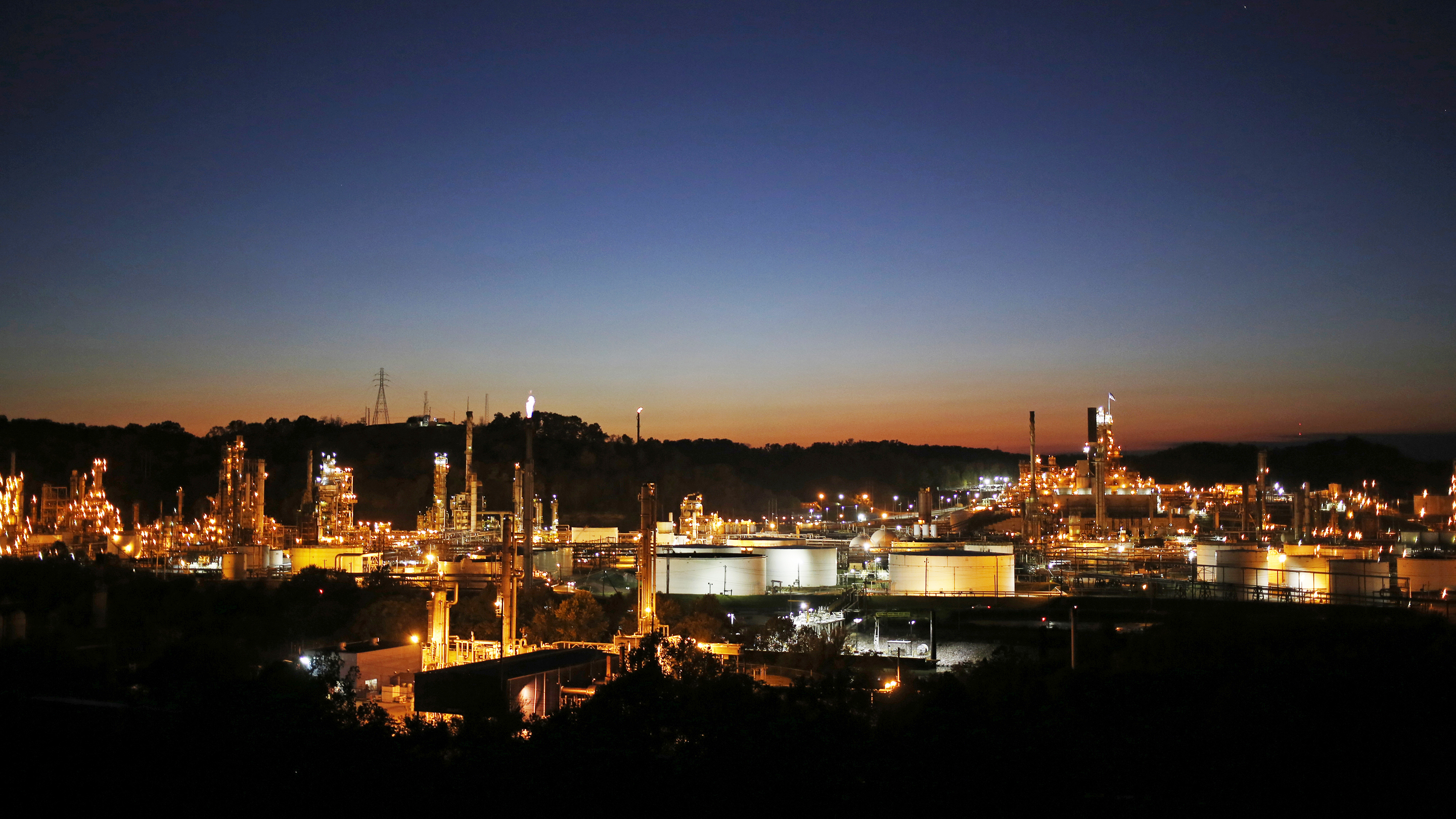 A Marathon Petroleum Corp. Refinery And Speedway Gas Station Ahead Of Earnings Figures