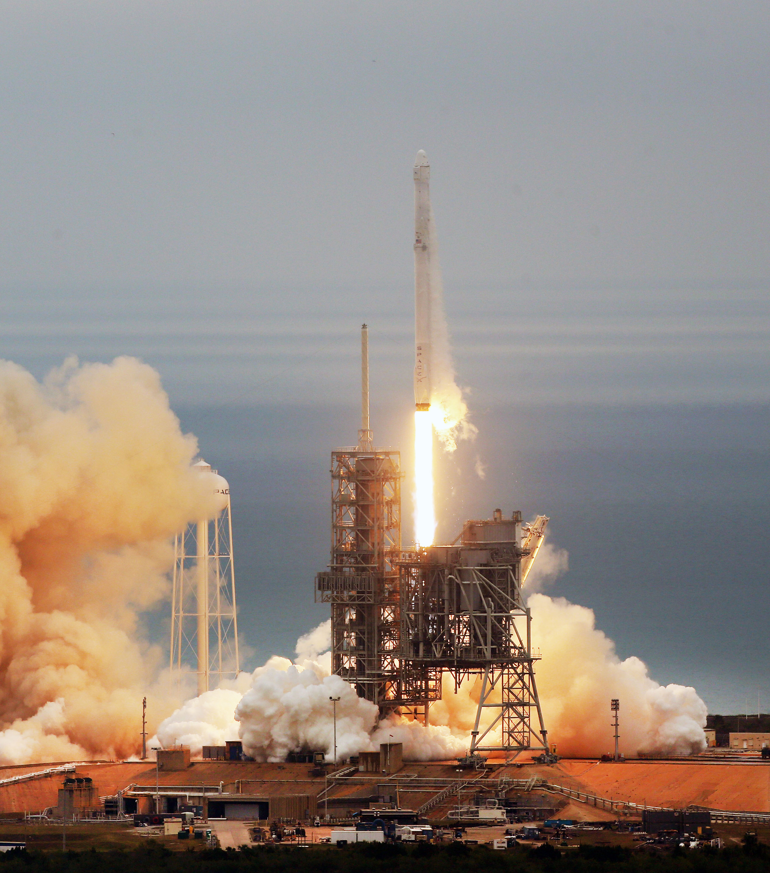 SpaceX postpones launch due to wind