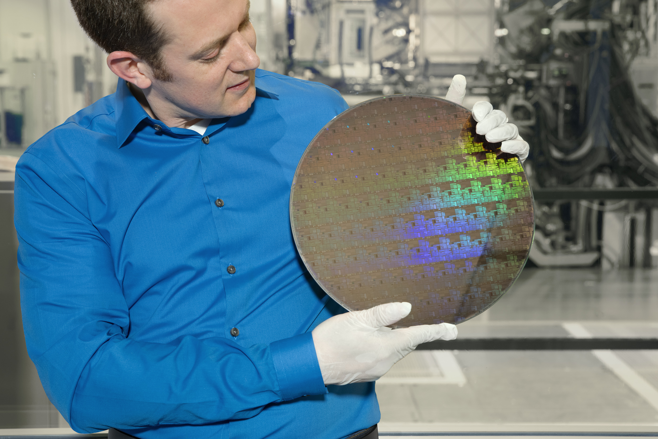 IBM says new chip technology will extend Moore's Law