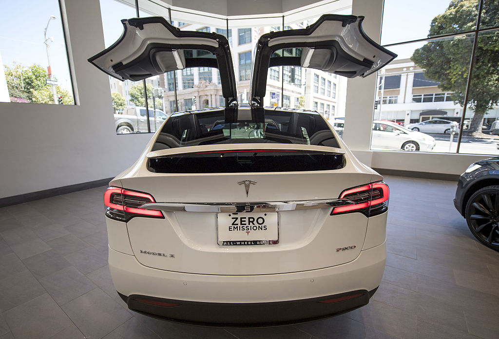Tesla Opens Flagship San Francisco Store In Advance Of Model 3