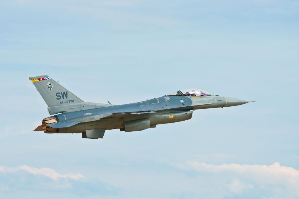 AirVenture 2016, General Dynamics (Lockheed Martin) F-16C Fighting Falcon (Viper) USAF supersonic jet