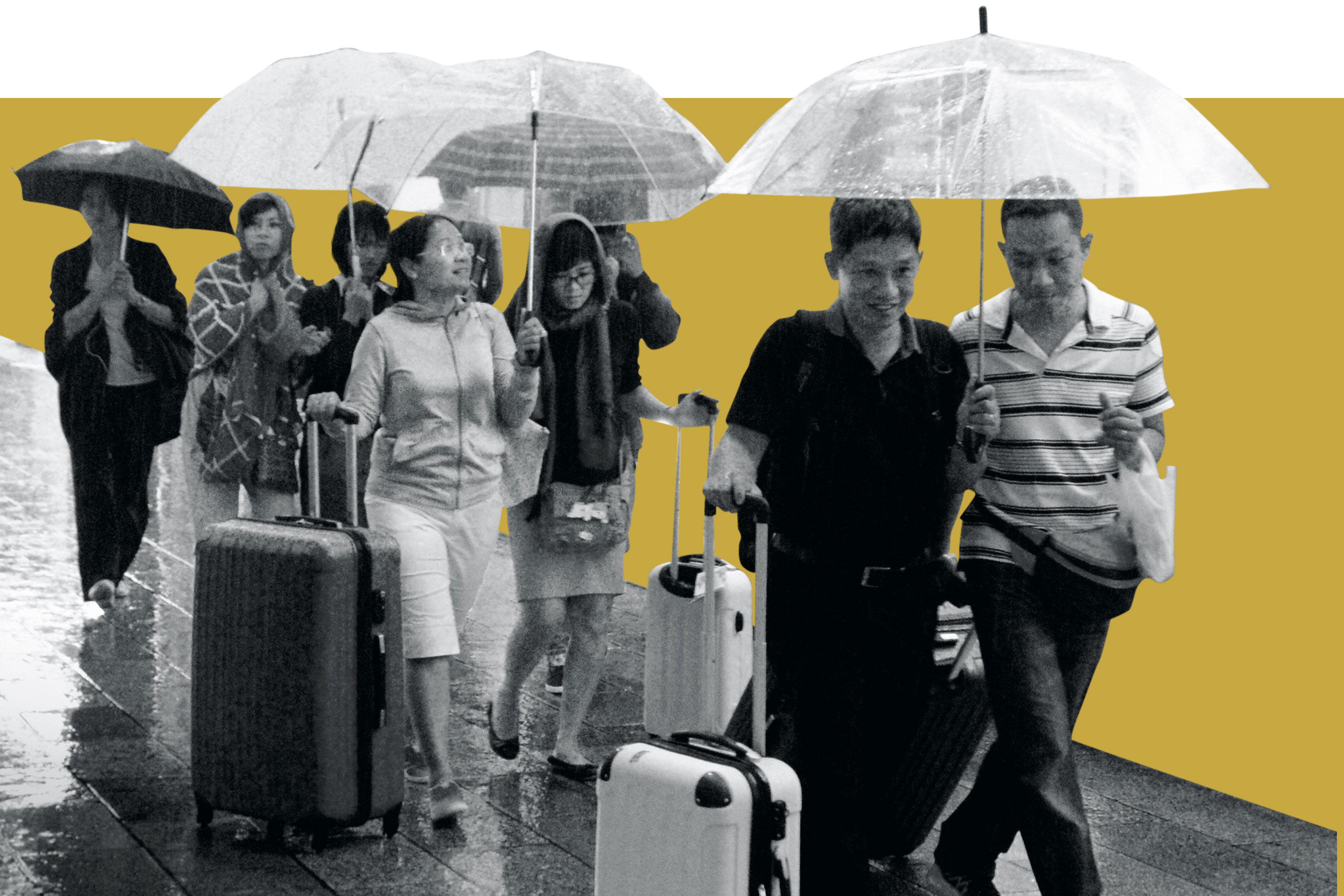 Chinese sightseers brave the elements but heed Beijing's travel warnings.