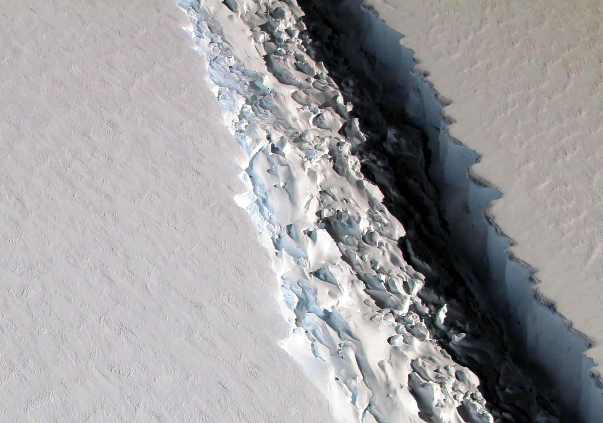 Antarctica Larsen C ice shelf rift