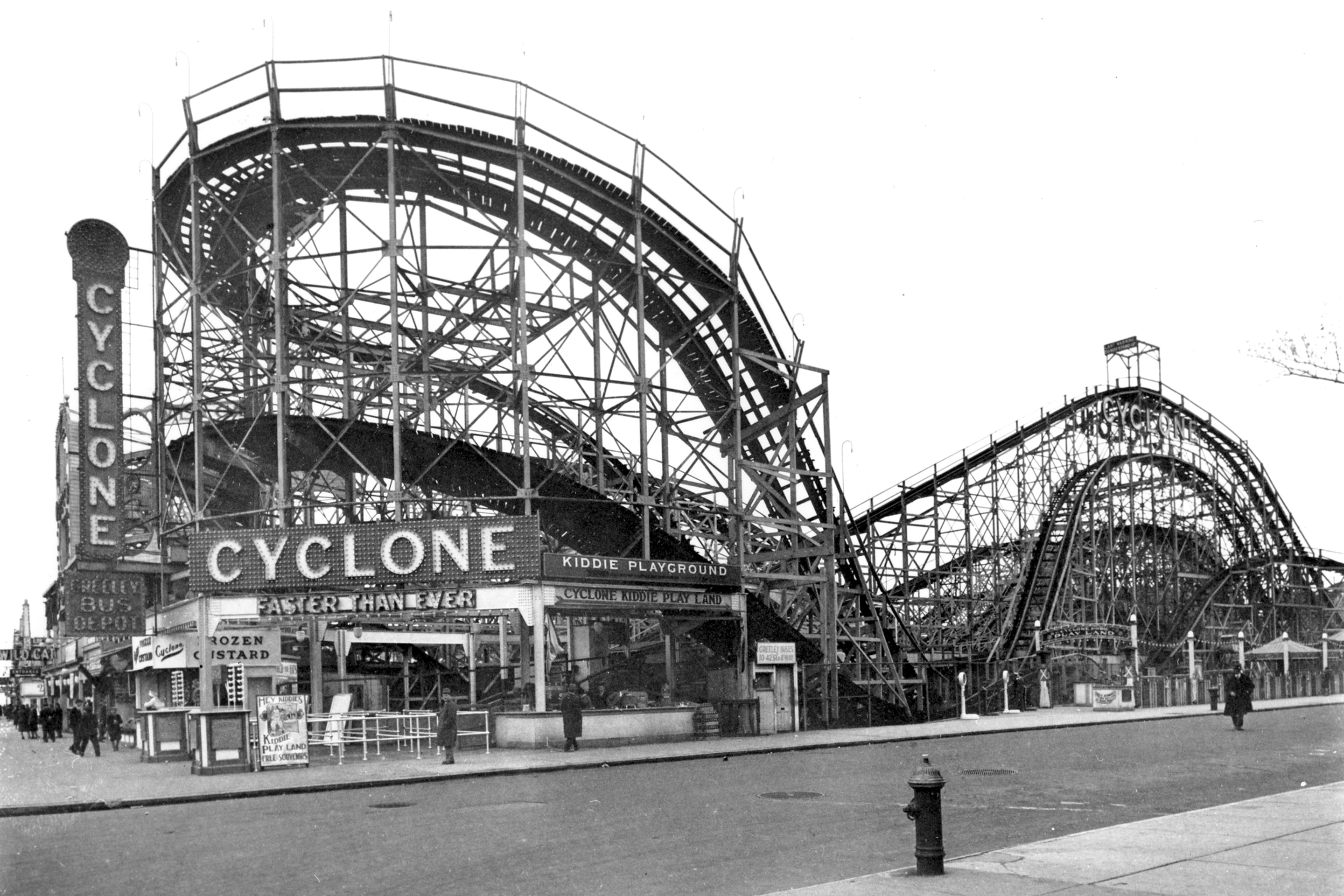 Rollercoaster Cyclone pictured in 1940.