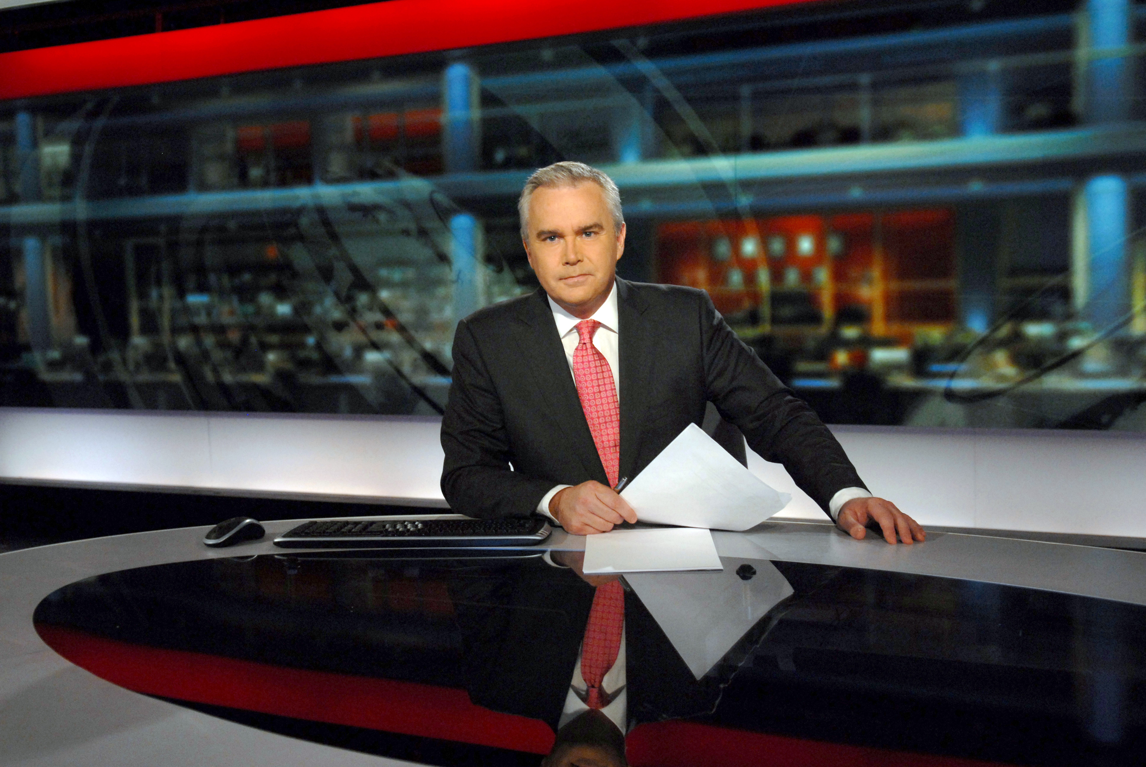 Huw Edwards in N9 news studio for the Ten O'Clock news