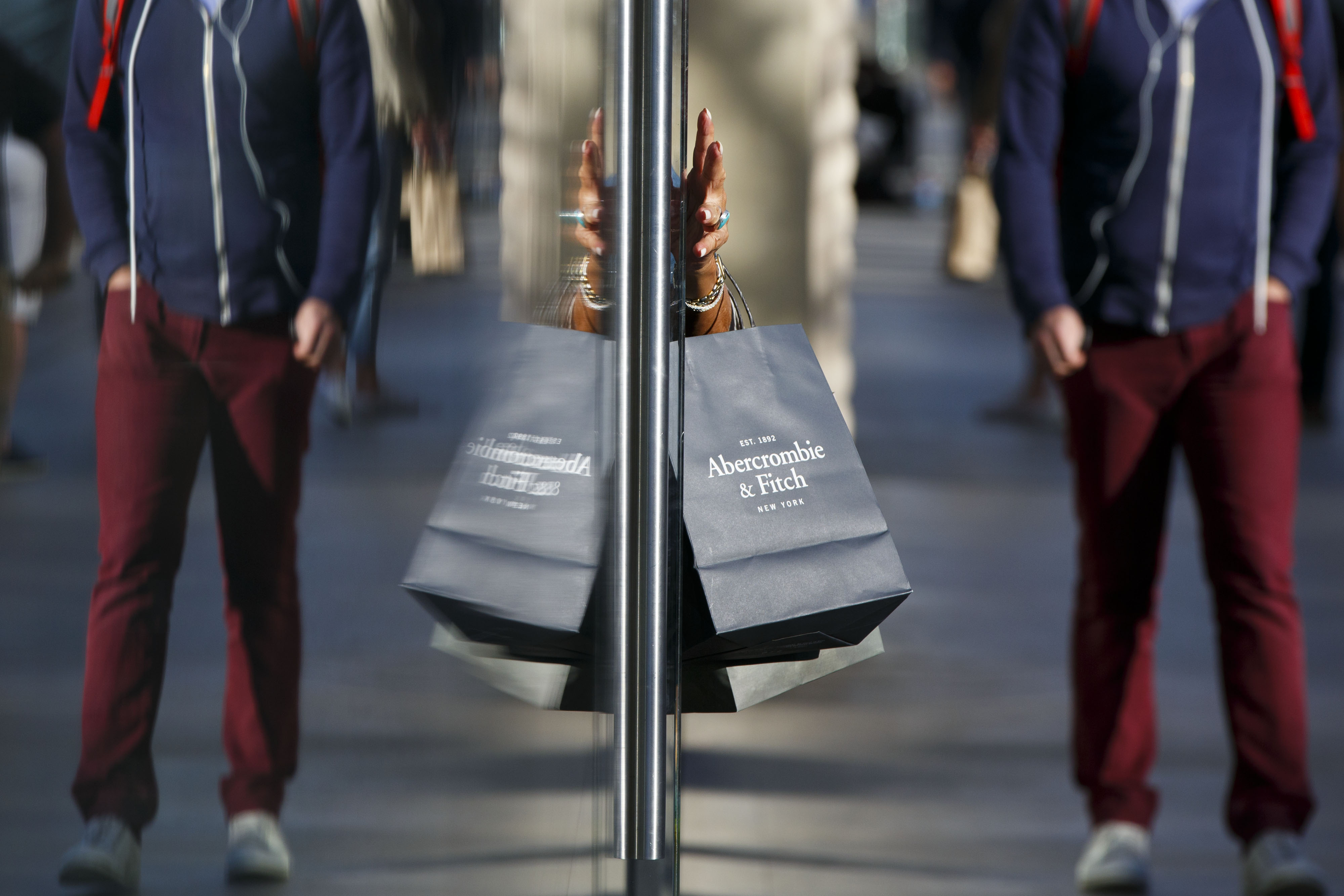 Shoppers Ahead Of Consumer Comfort Figures