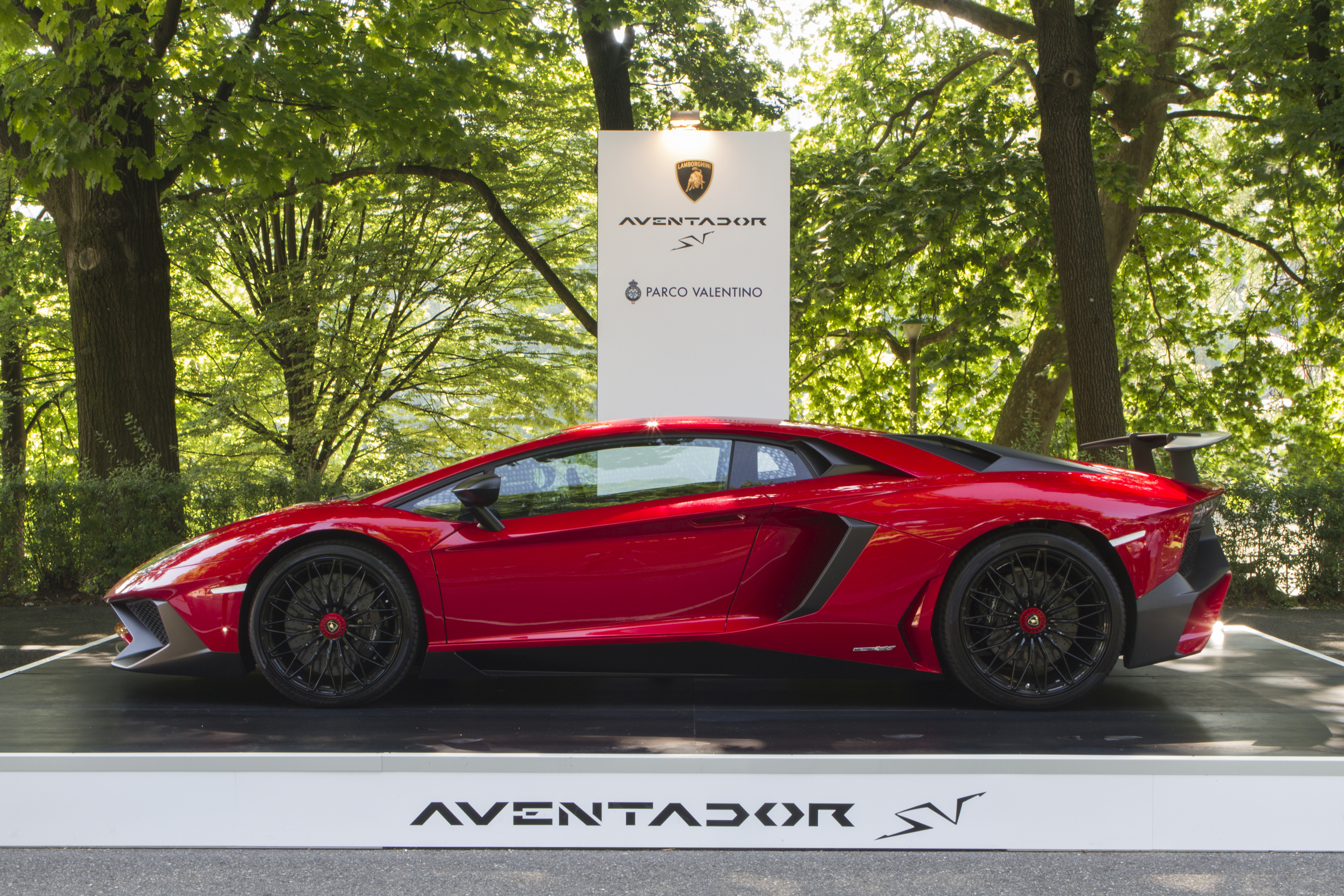 Side view of Lamborgini Aventador. Parco Valentino car show