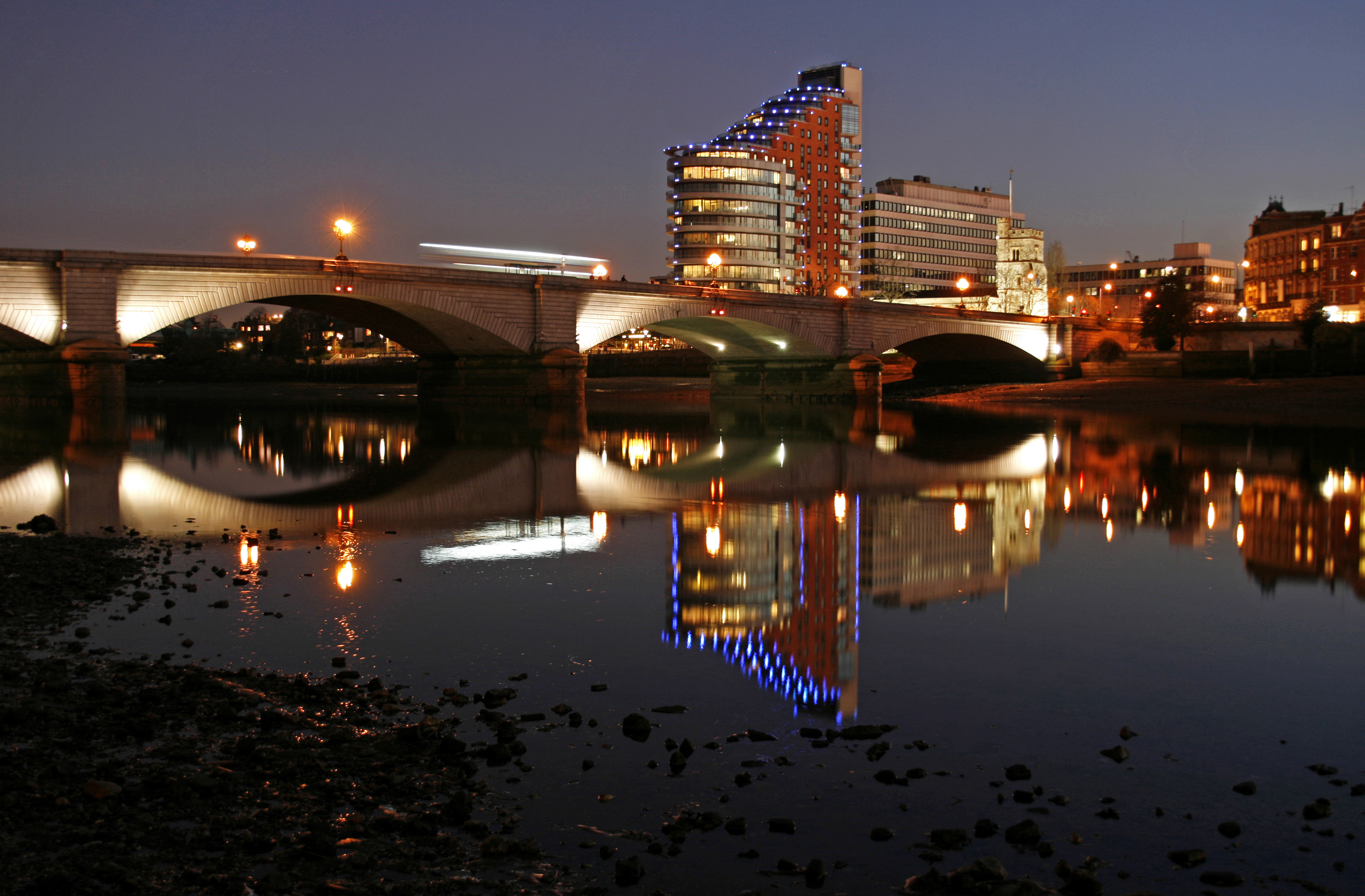 England, London, Putney. View of Putney Bridge.