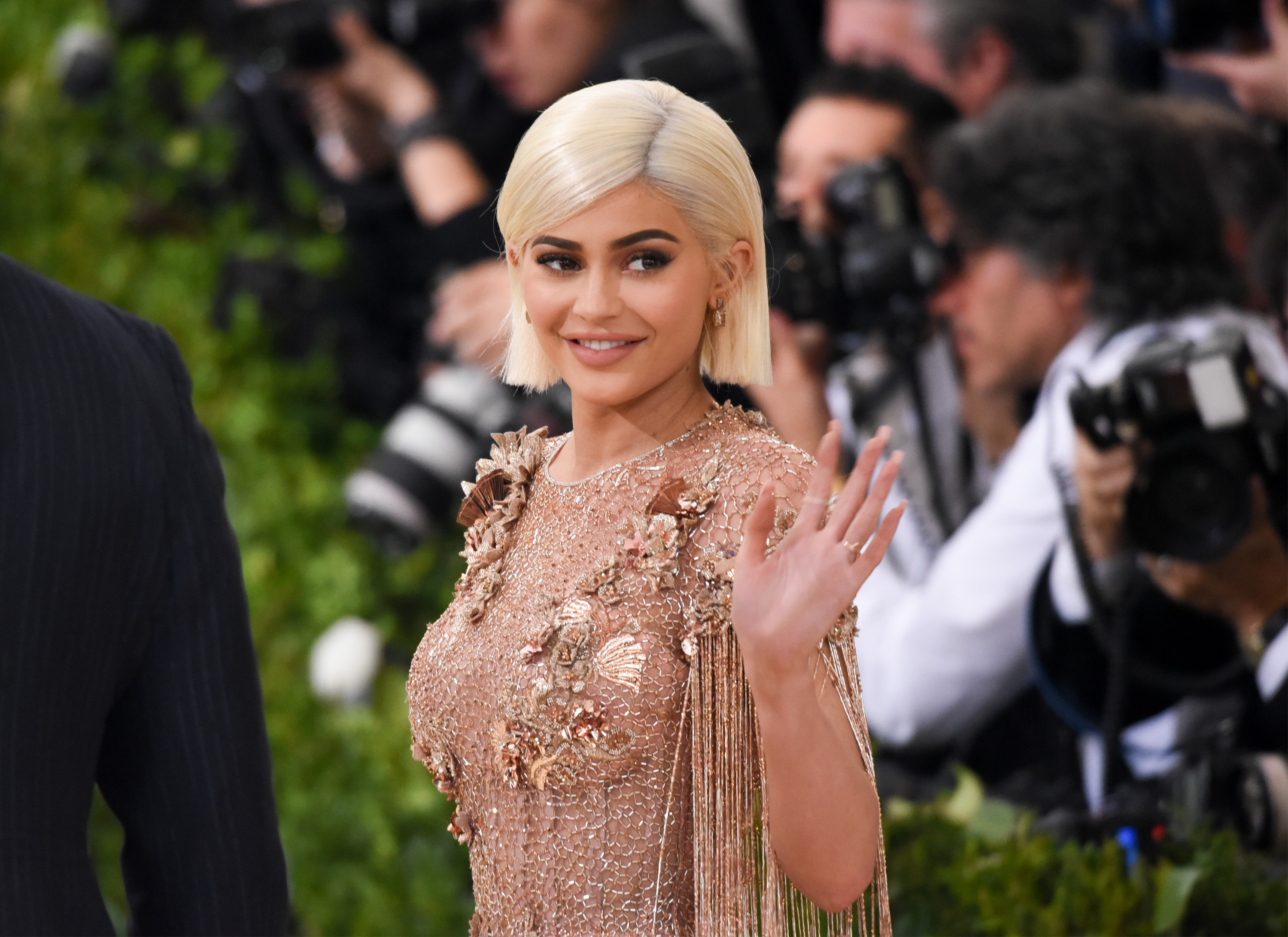 kylie jenner cosmetics on track 1 billion company