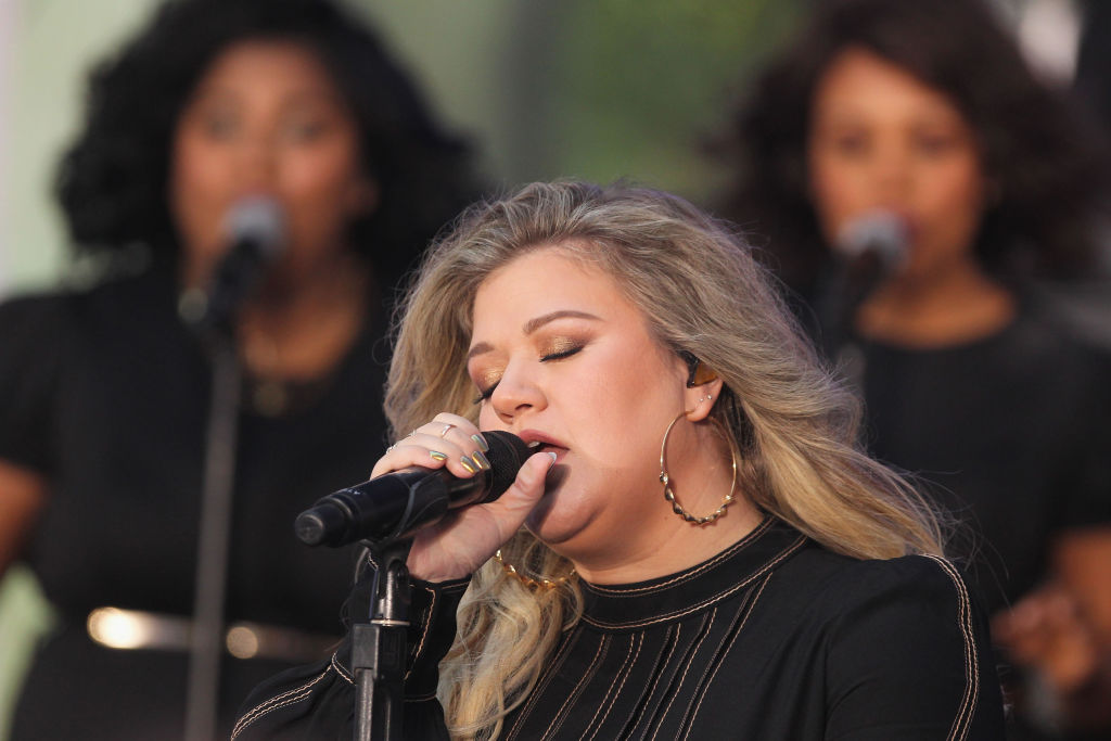"Kelly Clarkson Performs On NBC's ""Today"""