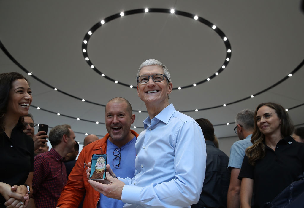 Apple CEO Tim Cook (R) and Apple chief design officer Jonathan Ive (L).  (Photo by Justin Sullivan/Getty Images)