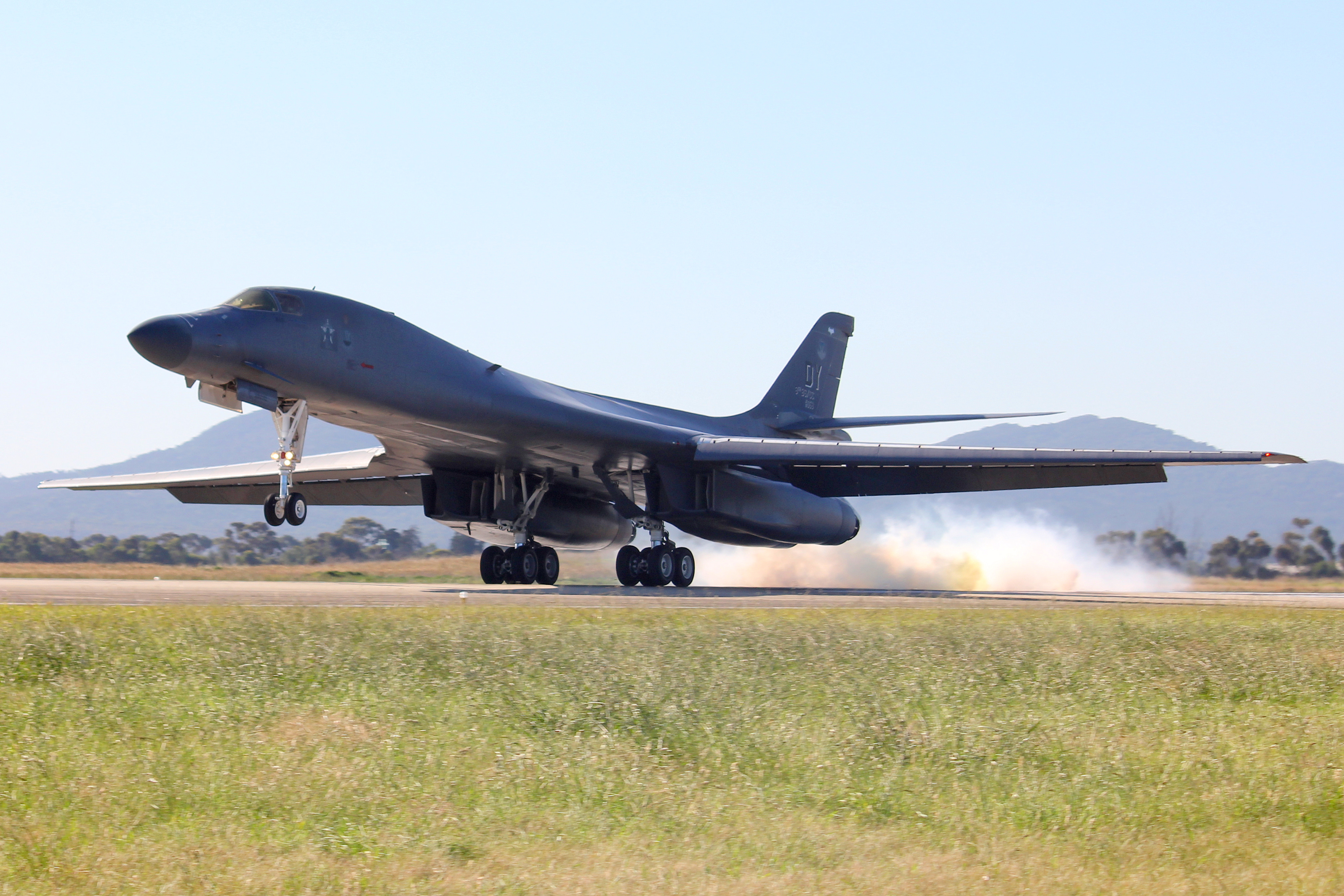 USAF B-1B Lancer (Bone) landing
