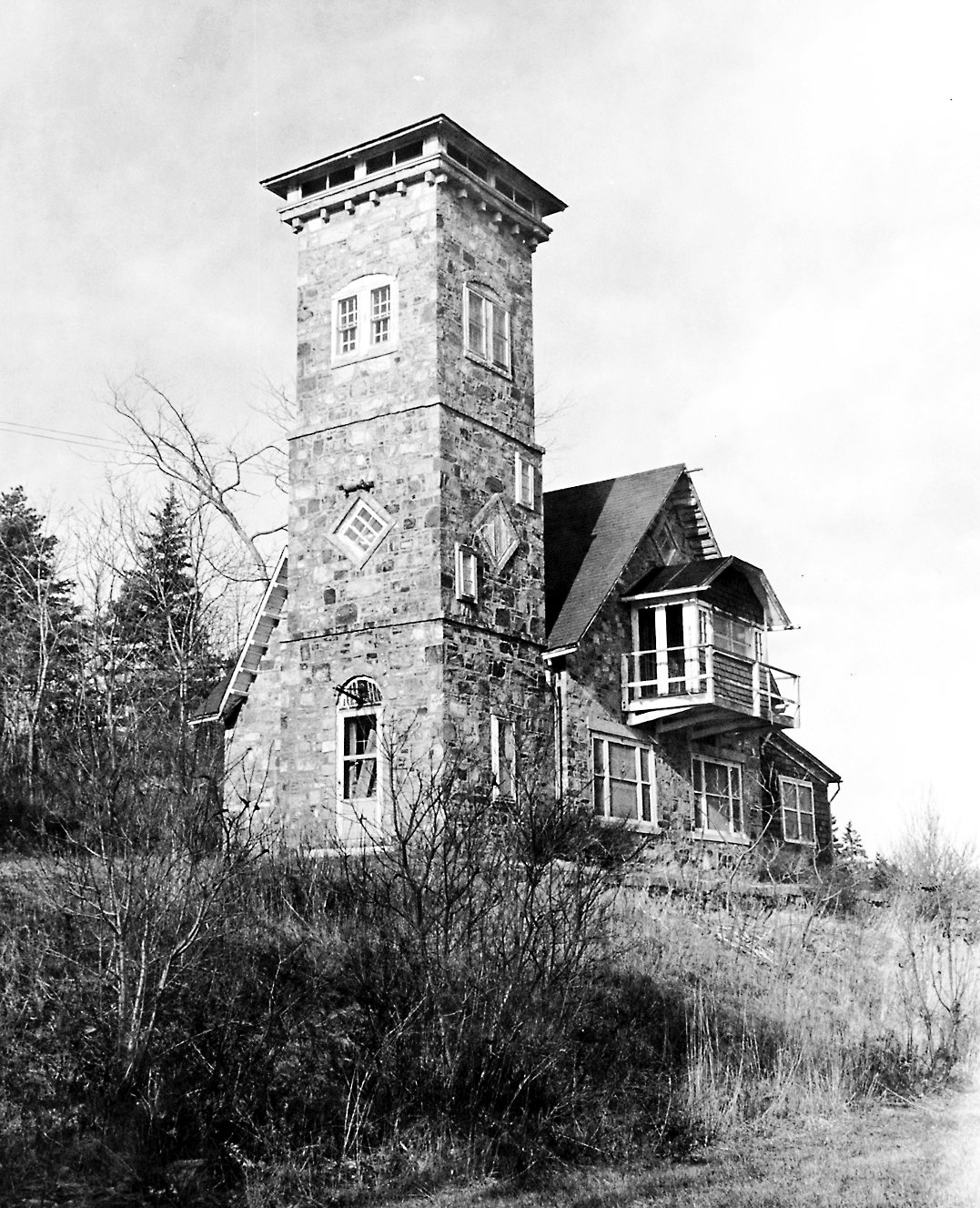 This is a 1975 photo of the property known as Beckett's Castle. It was built in 1871 by Sylvester Be