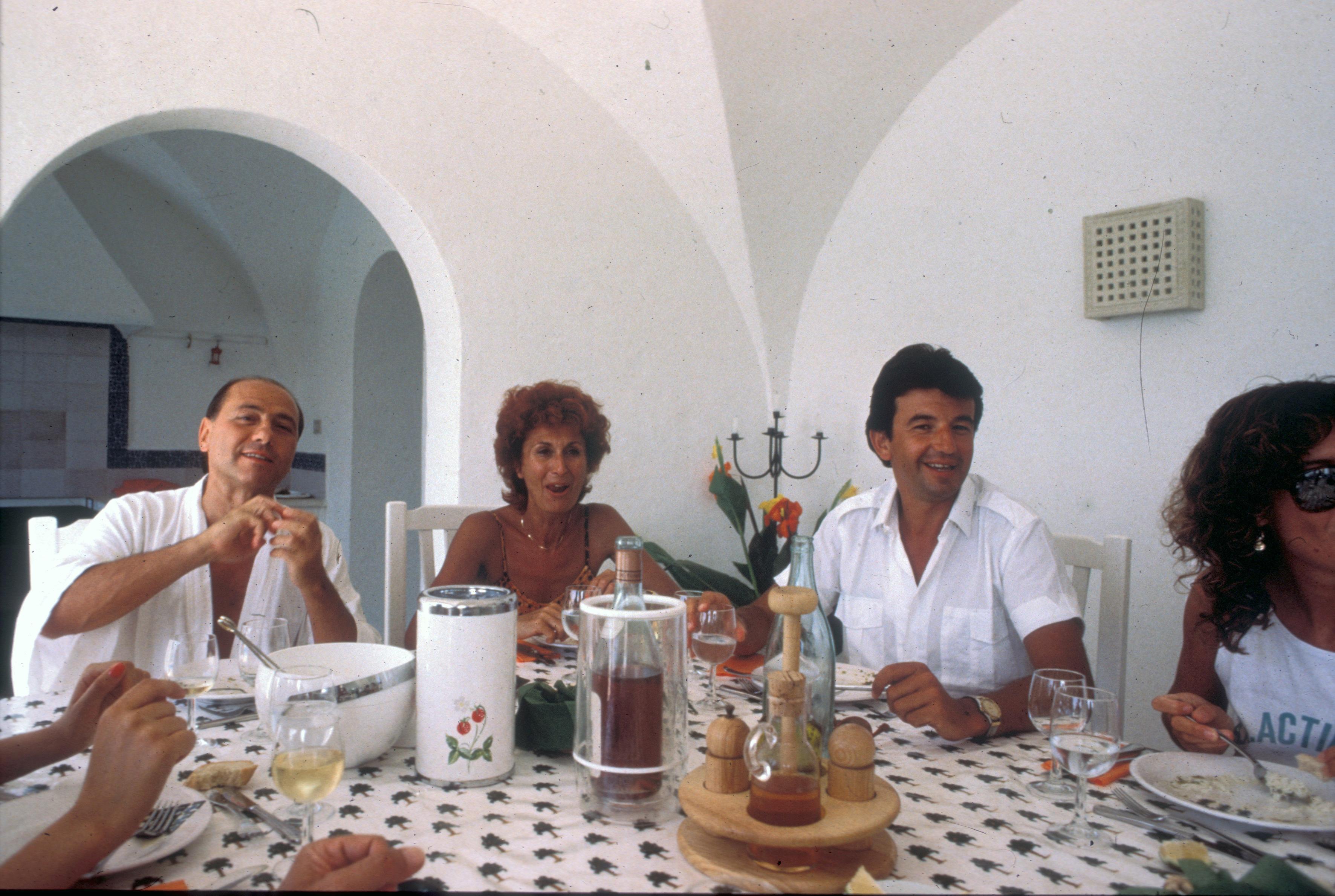 Silvio Berlusconi with Anna Craxi and Tarak Ben Ammar in Hammamet, 1984