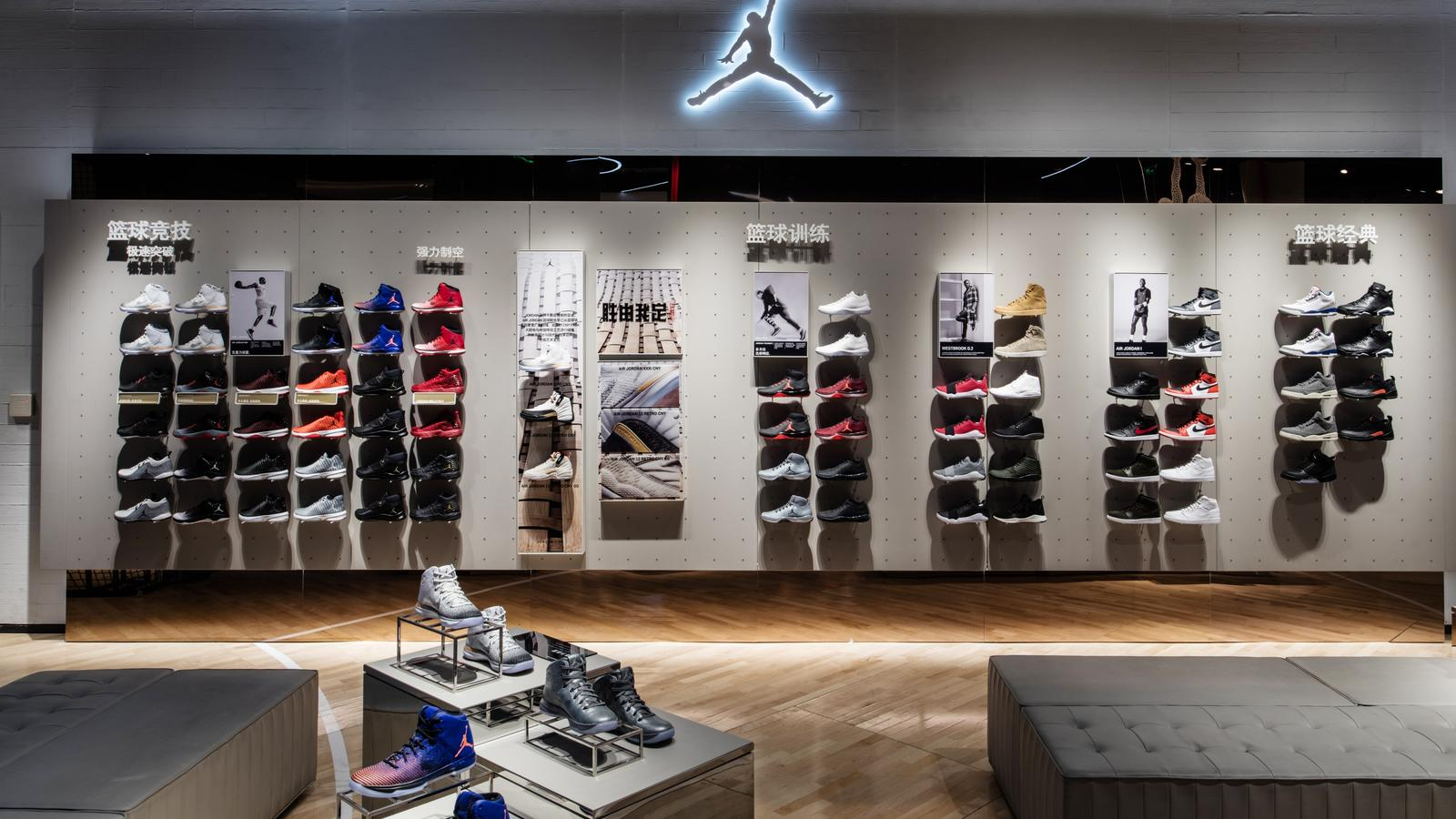nouveaux styles 7e813 a93c8 Nike Warns Mediocre Retailers It Will Cut Back On Offerings ...