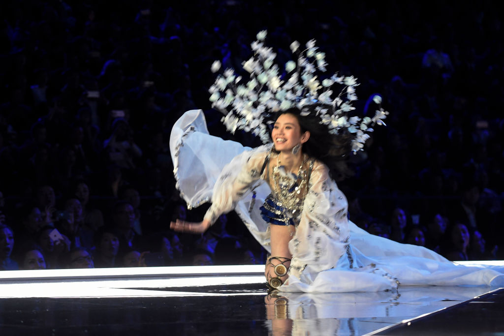 Chinese model Ming Xi falls during the 2017 Victoria's Secret Fashion Show.