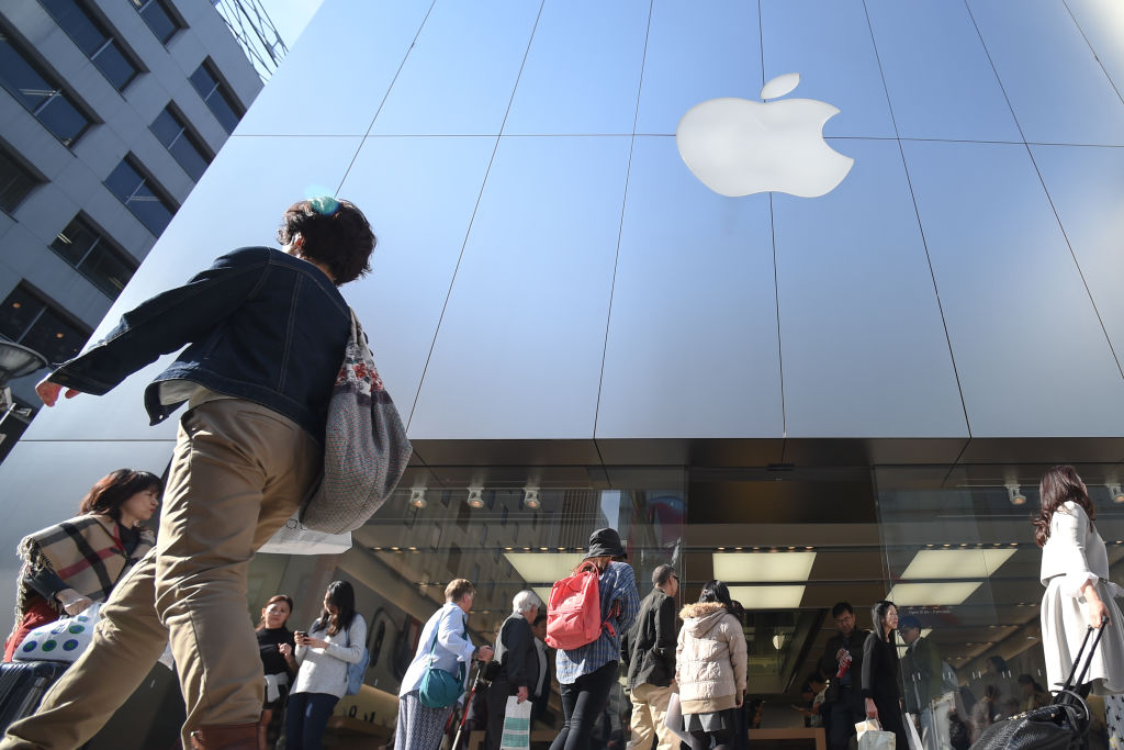 Long queues at Apple Stores for 10th Anniversary iPhone