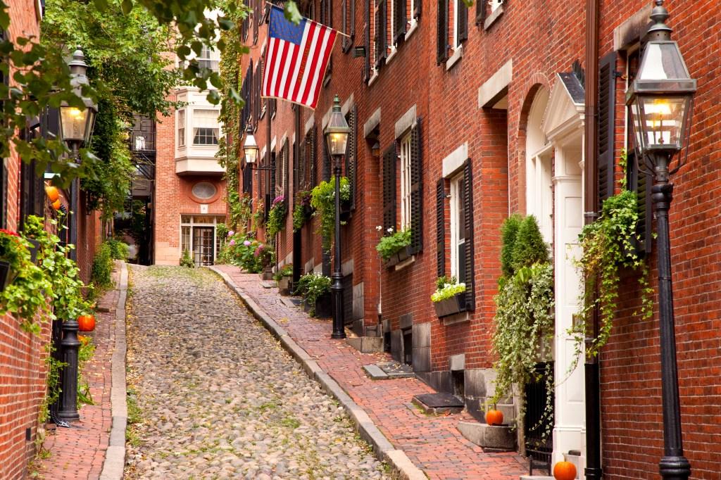 Famous Acorn Street in Beacon Hill, Boston, Massachusetts, USA