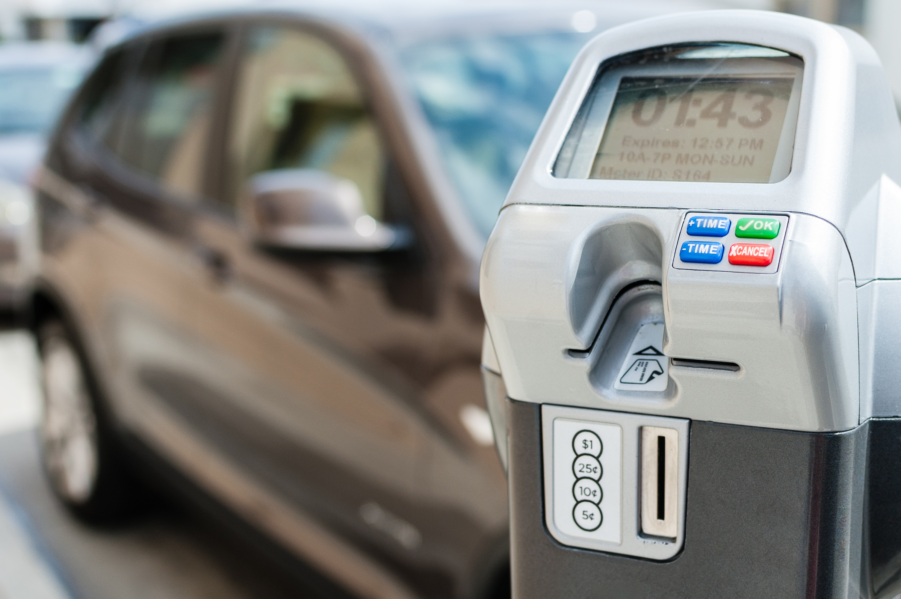 Electronic/digital parking meter with time left