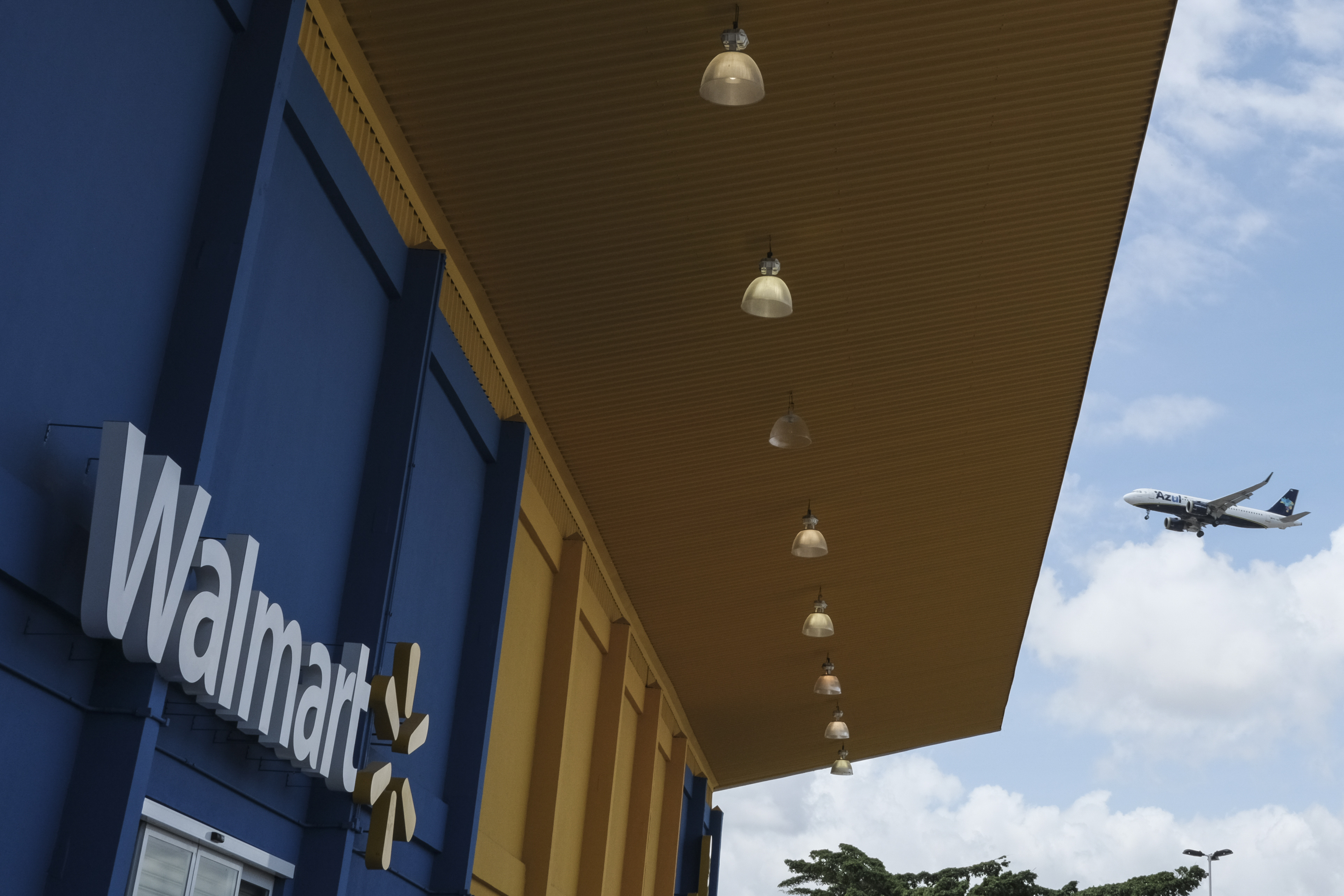 Walmart, Unified Physical And Online Units In Brazil