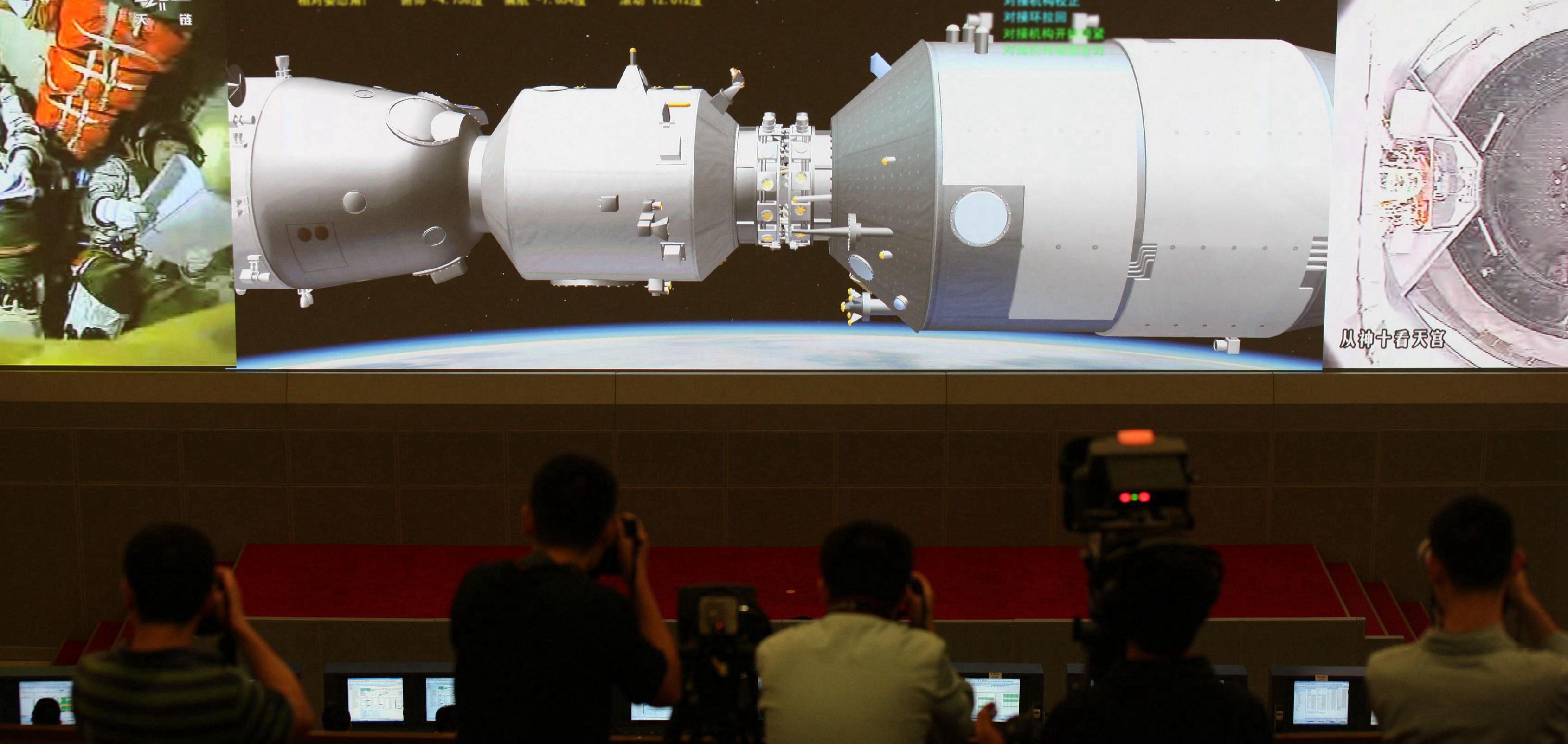Shenzhou X Docks With Tiangong-1