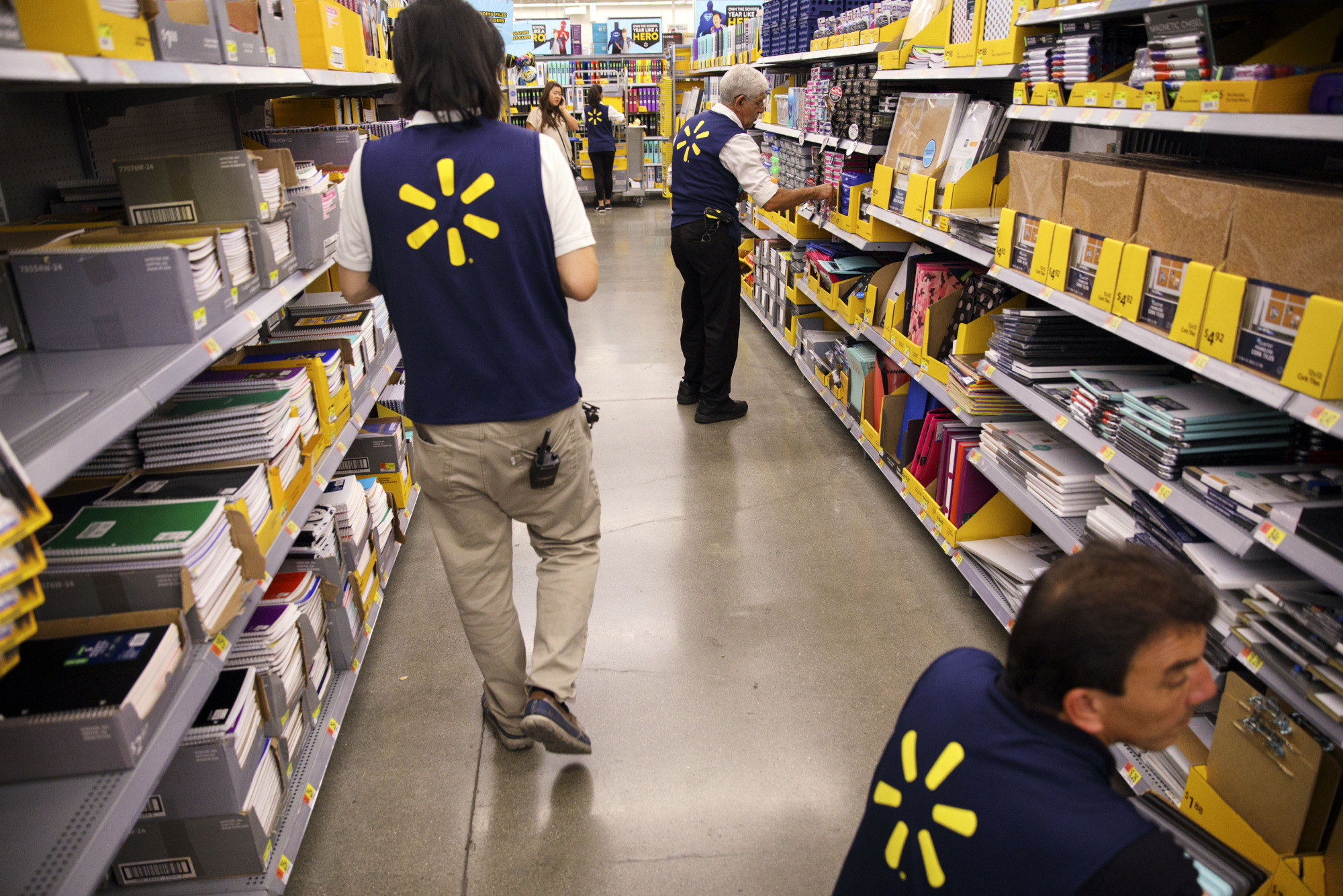 Wal-Mart to Allow Workers Early Access to Pay via Fintech Accord