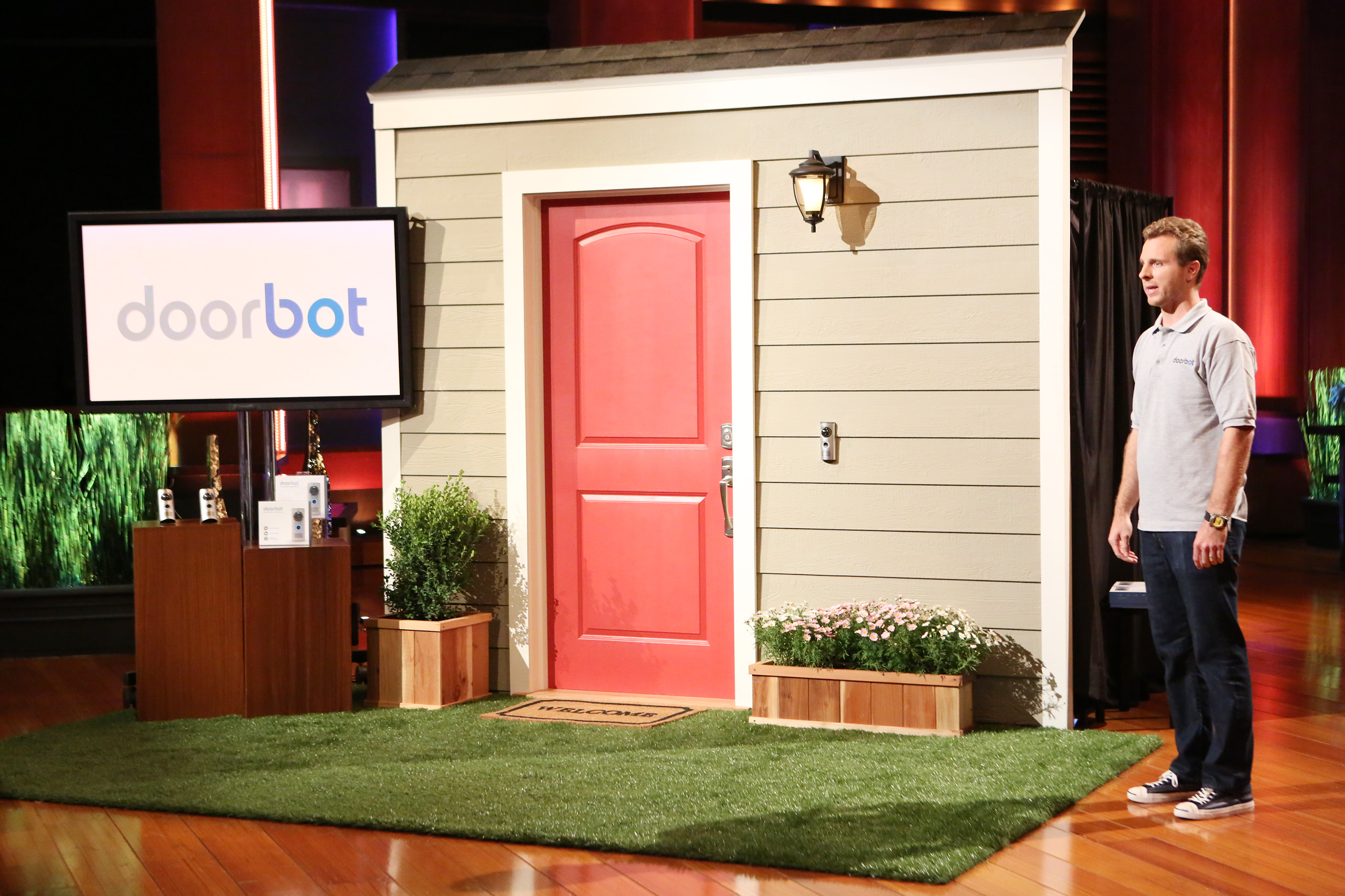 Ring CEO Jamie Siminoff appears on TV show Shark Tank pitching 'Doorbot'
