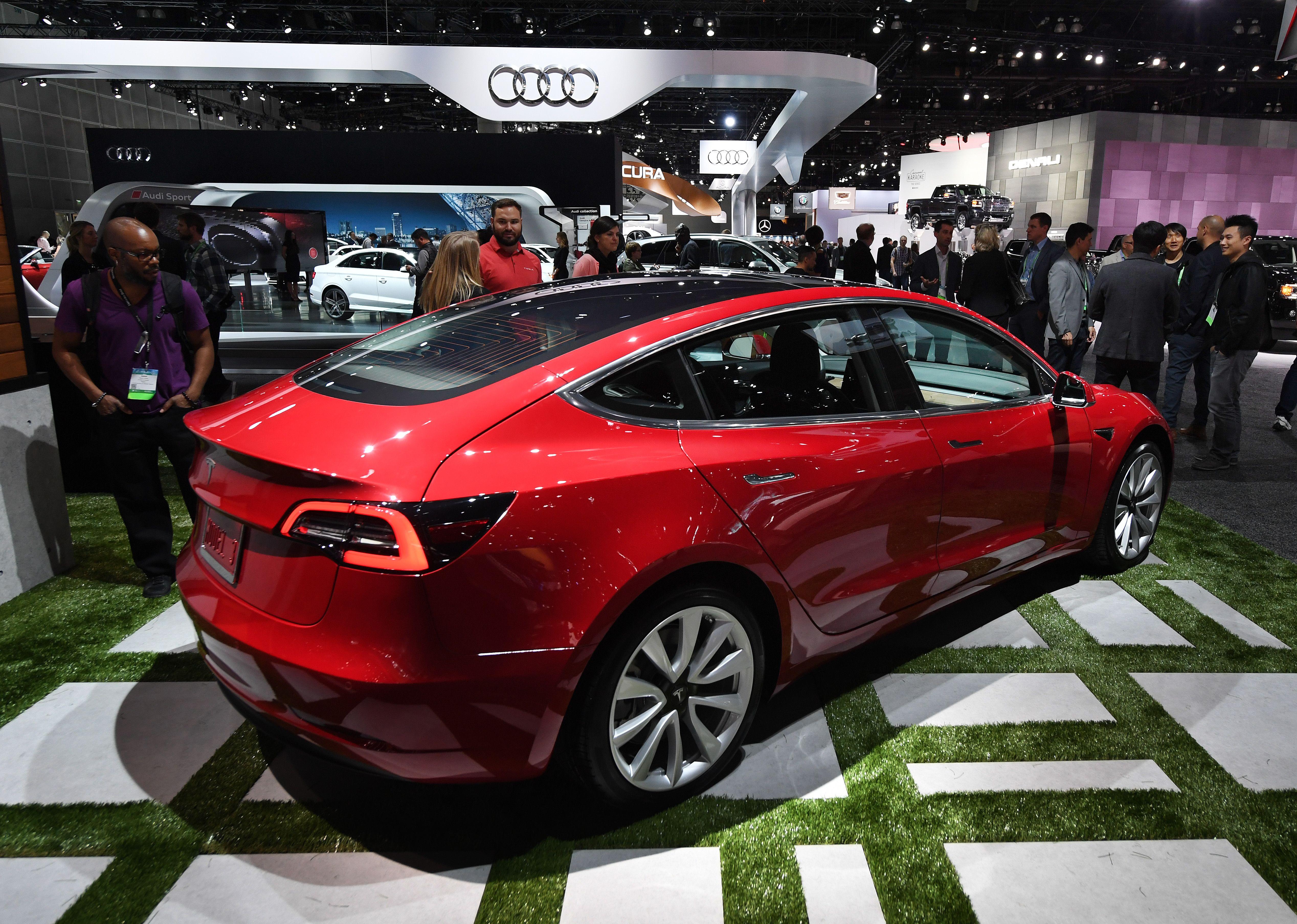Tesla Model 3,