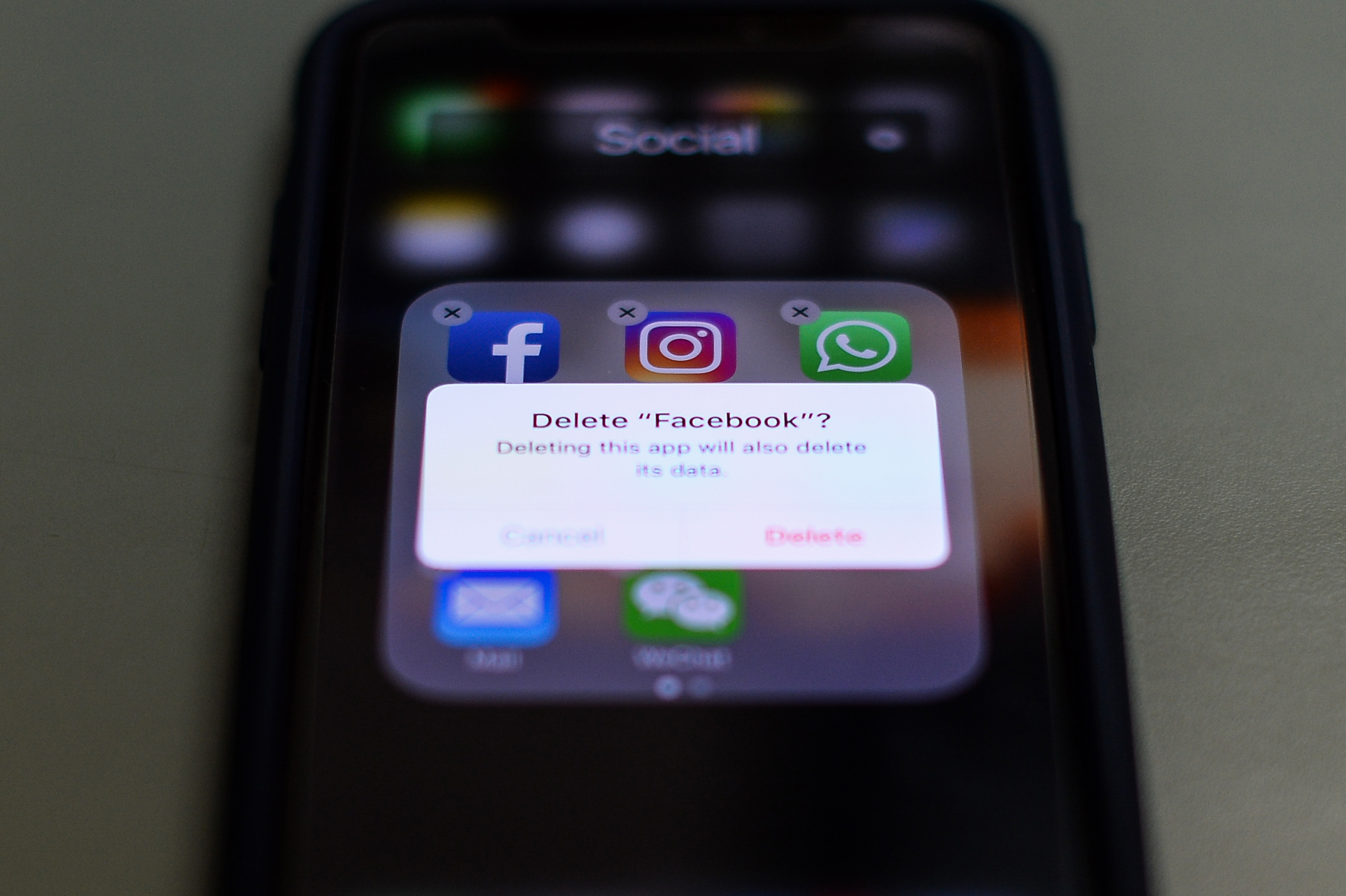 Delete Facebook options appears on iphone screen