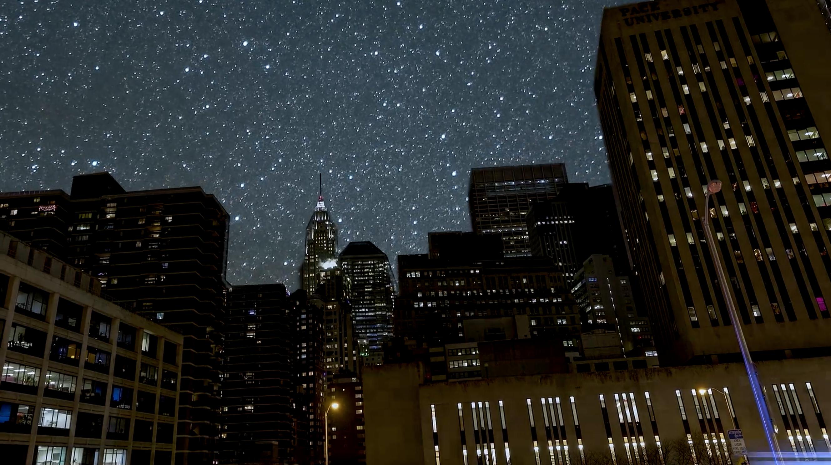 свет ночного города тает на земле