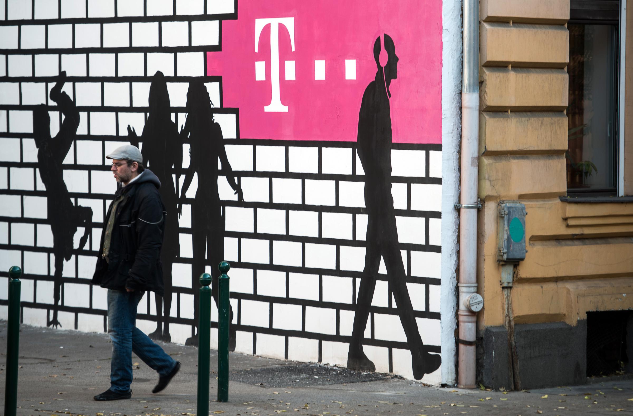 Sprint-T-Mobile Deal Faces Tough Path Through Trump's Washington