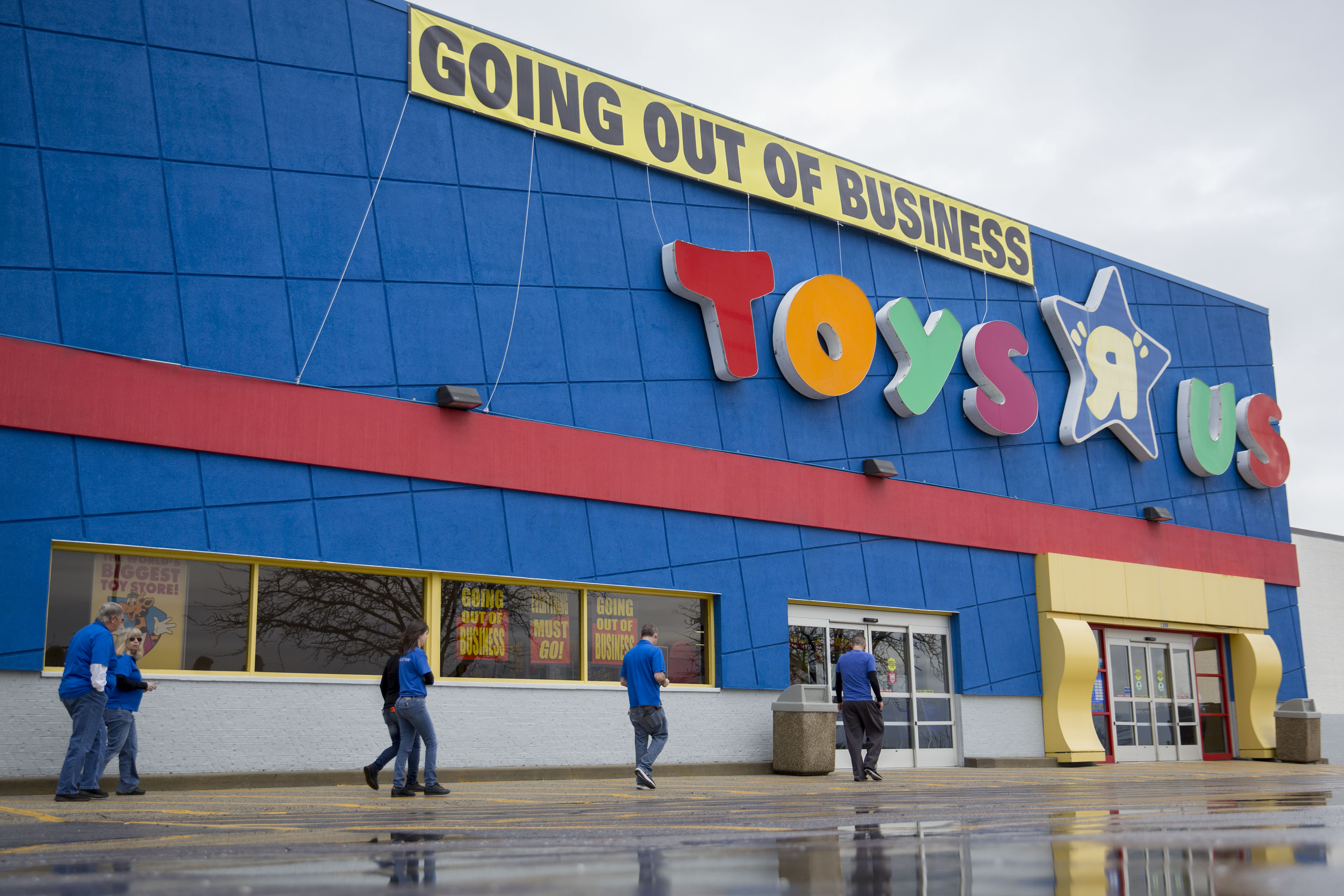 A Toys 'R' Us Store As Company Gets 11th-Hour Bid From Little Tikes's Larian