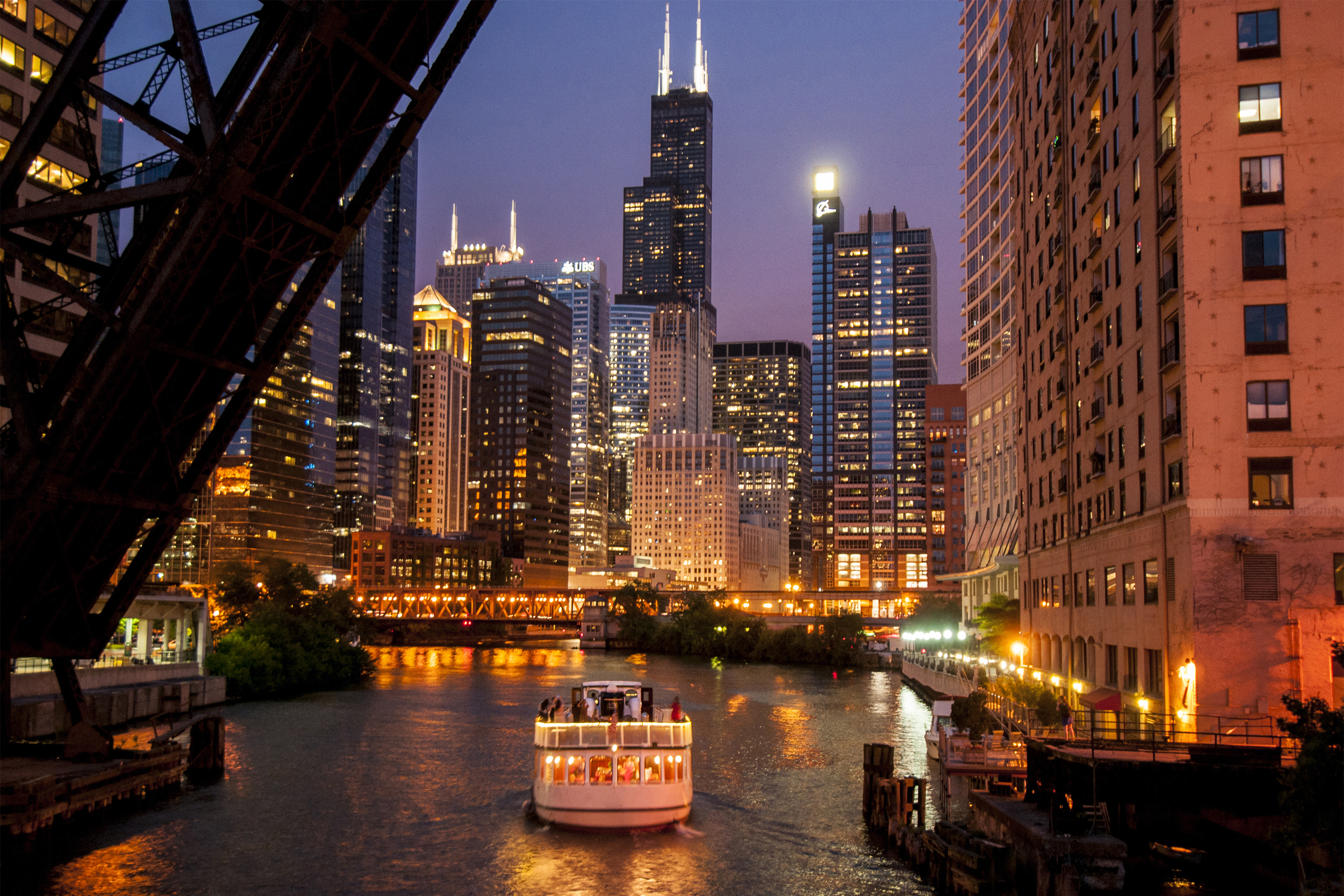 chicago-skyline-river-workplaces