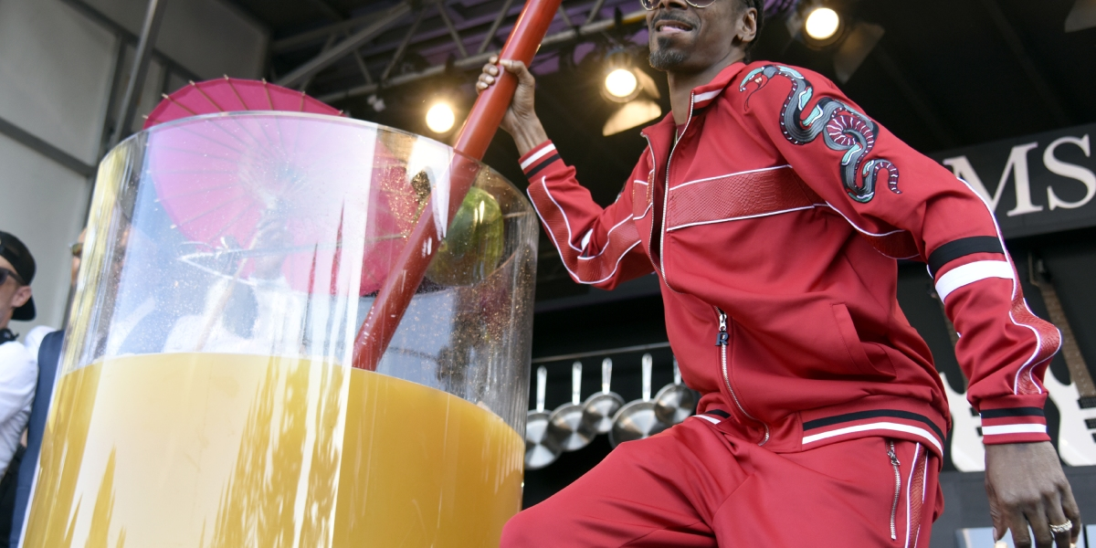 Snoop Dogg Secures World Record For Largest Gin and Juice