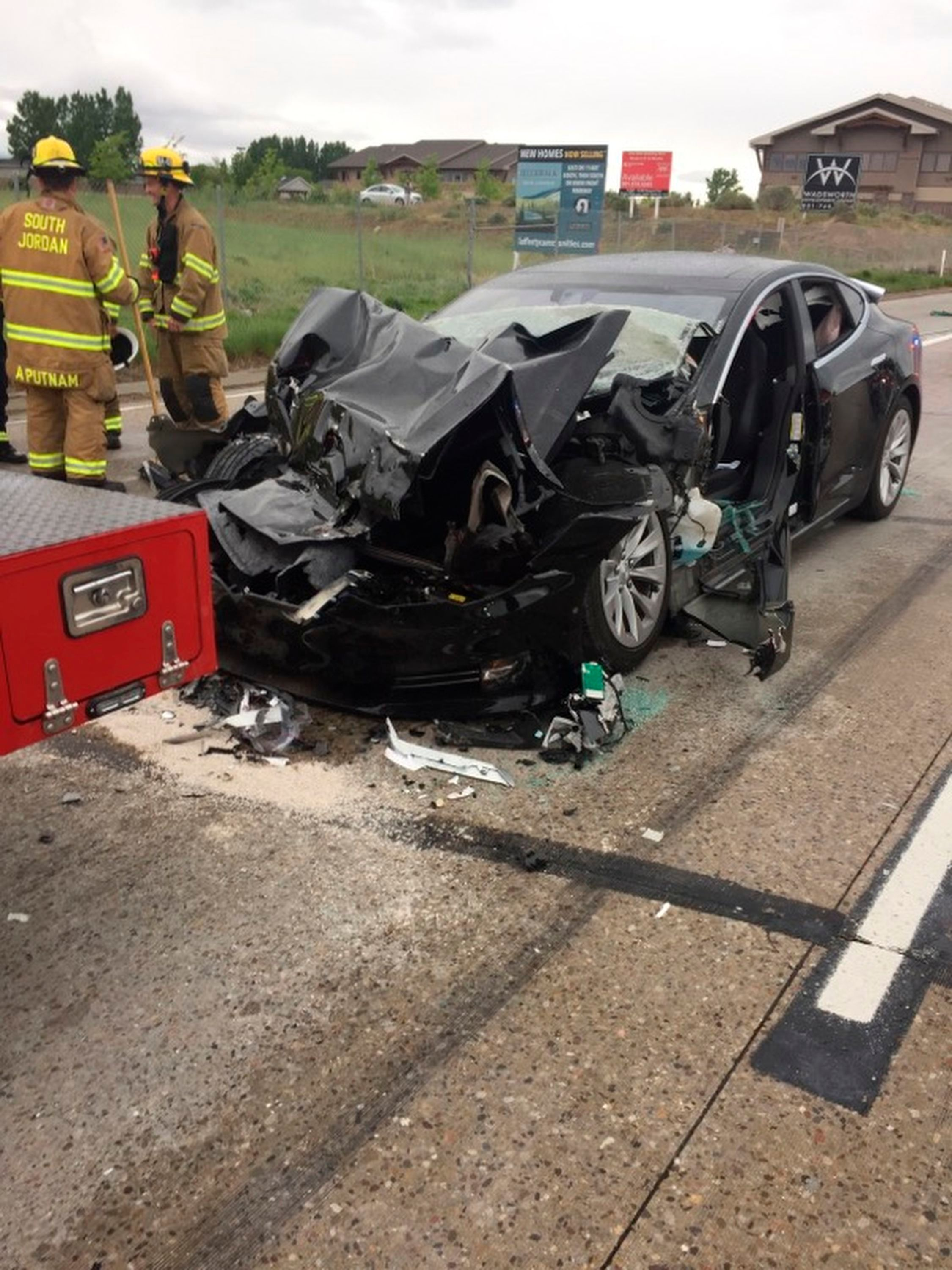 Police: Tesla in Autopilot mode sped up before crashing into truch