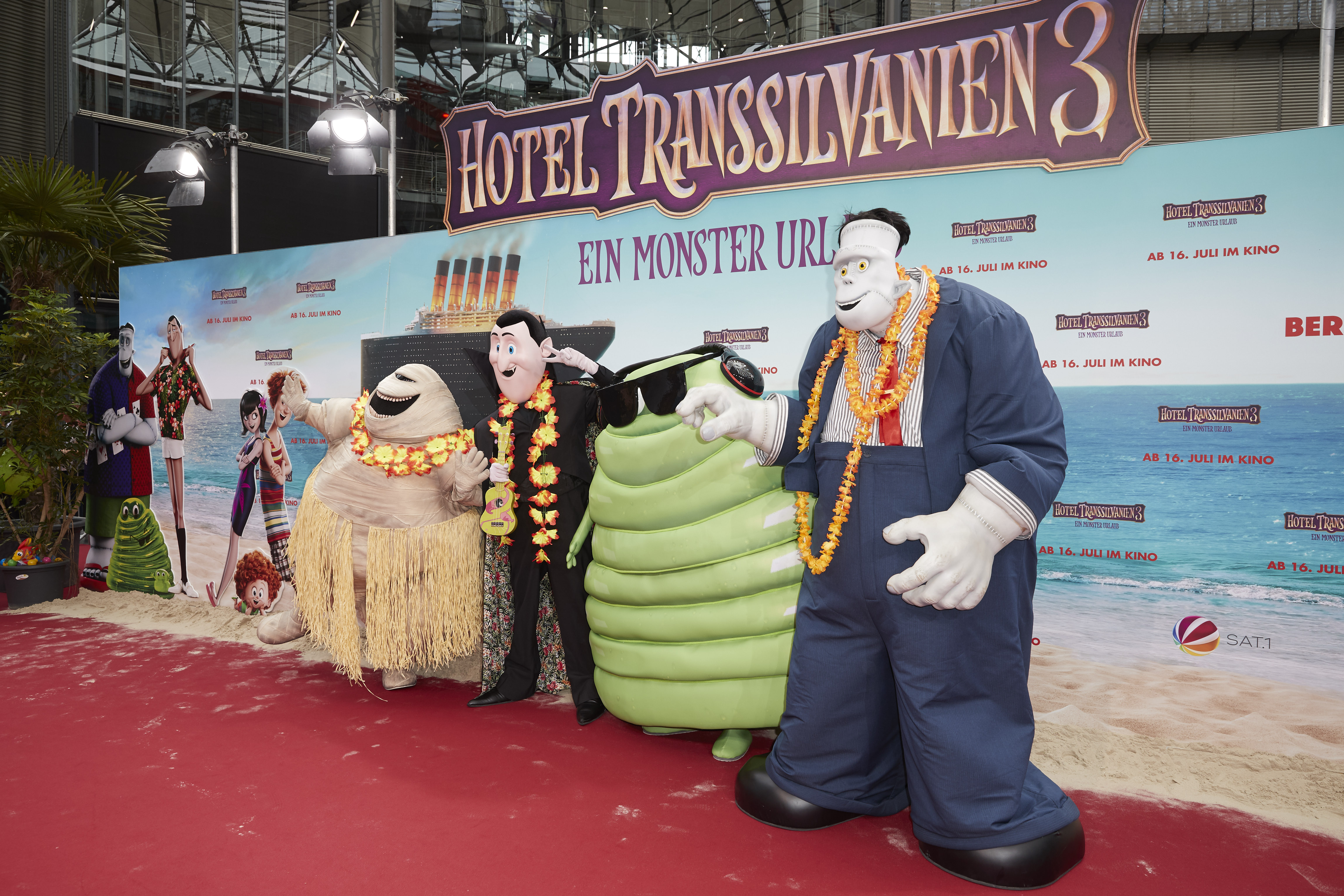 Hotel Transylvania 3 Beats Skyscraper At The Box Office Fortune