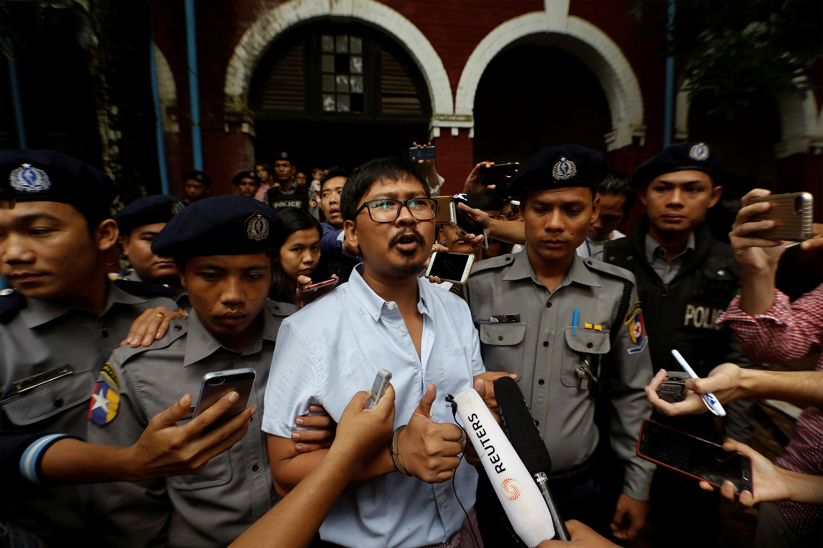wa-lone-myanmar-journalist-detained