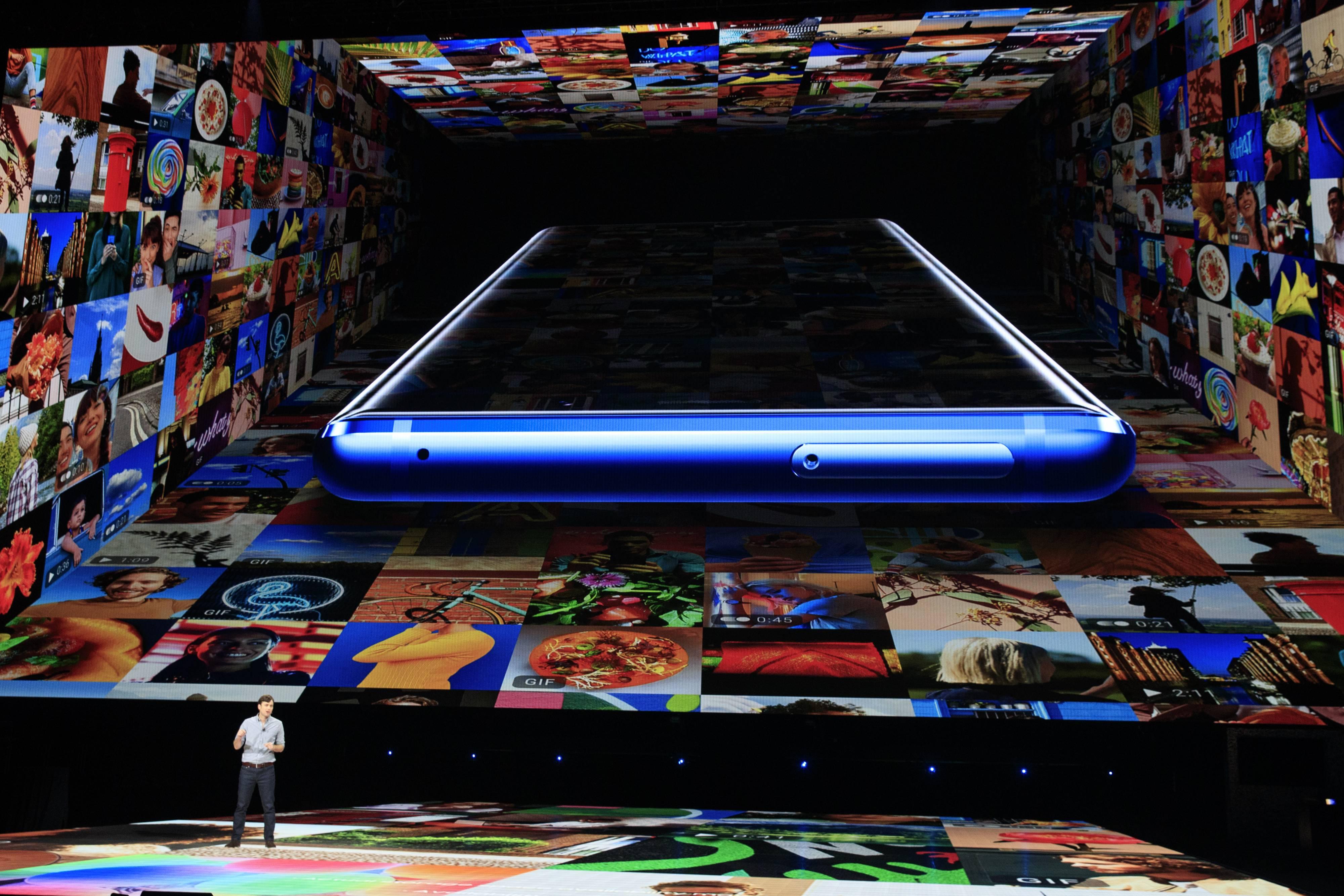 Samsung Unveils New Galaxy Note Smart Phone