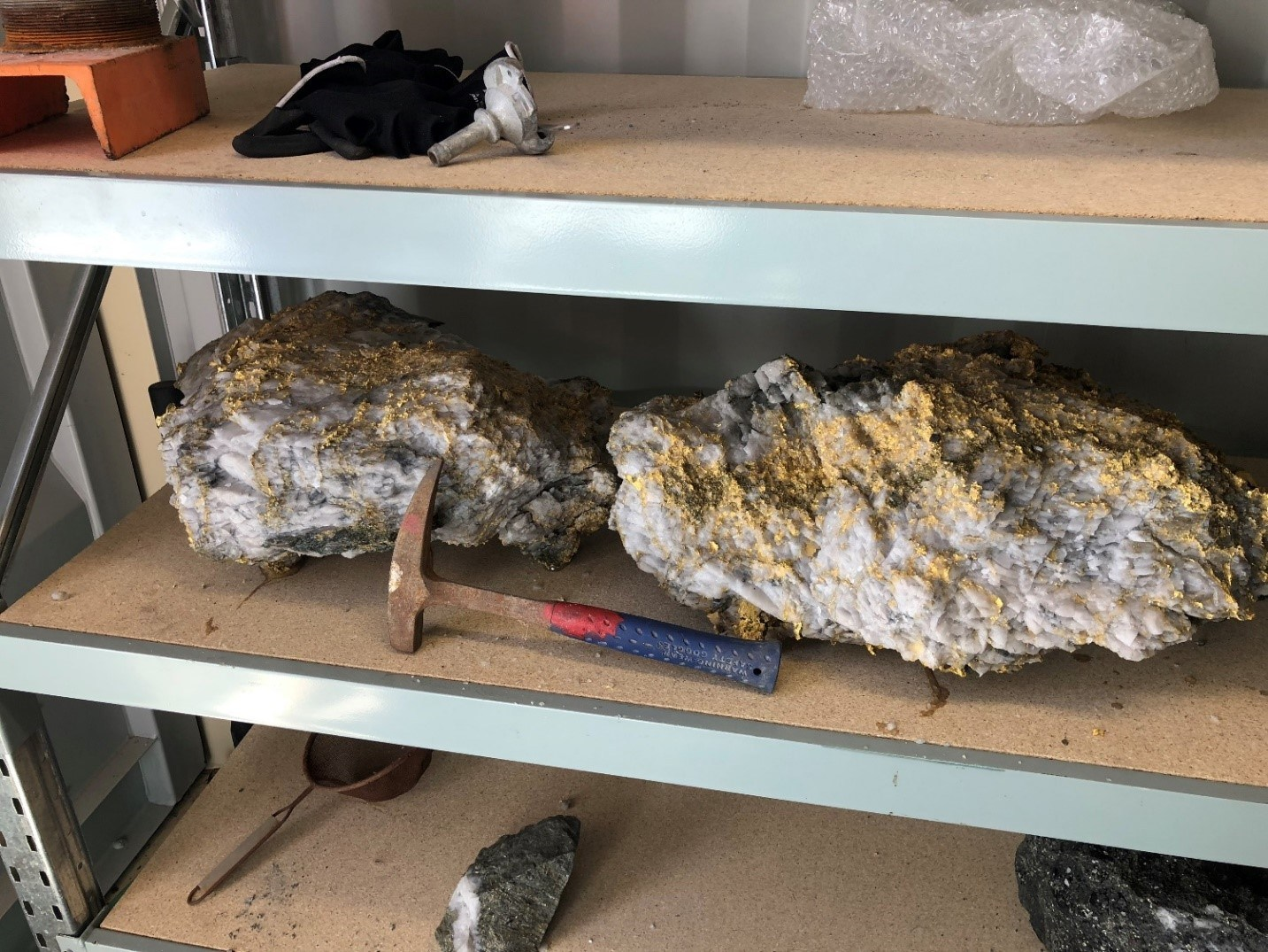 RNC Minerals-New Discovery Yields 9-000 ounces of High Grade Coa