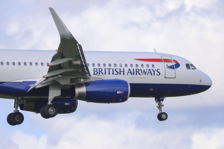 British Airways Airbus A320 landing at Amsterdam