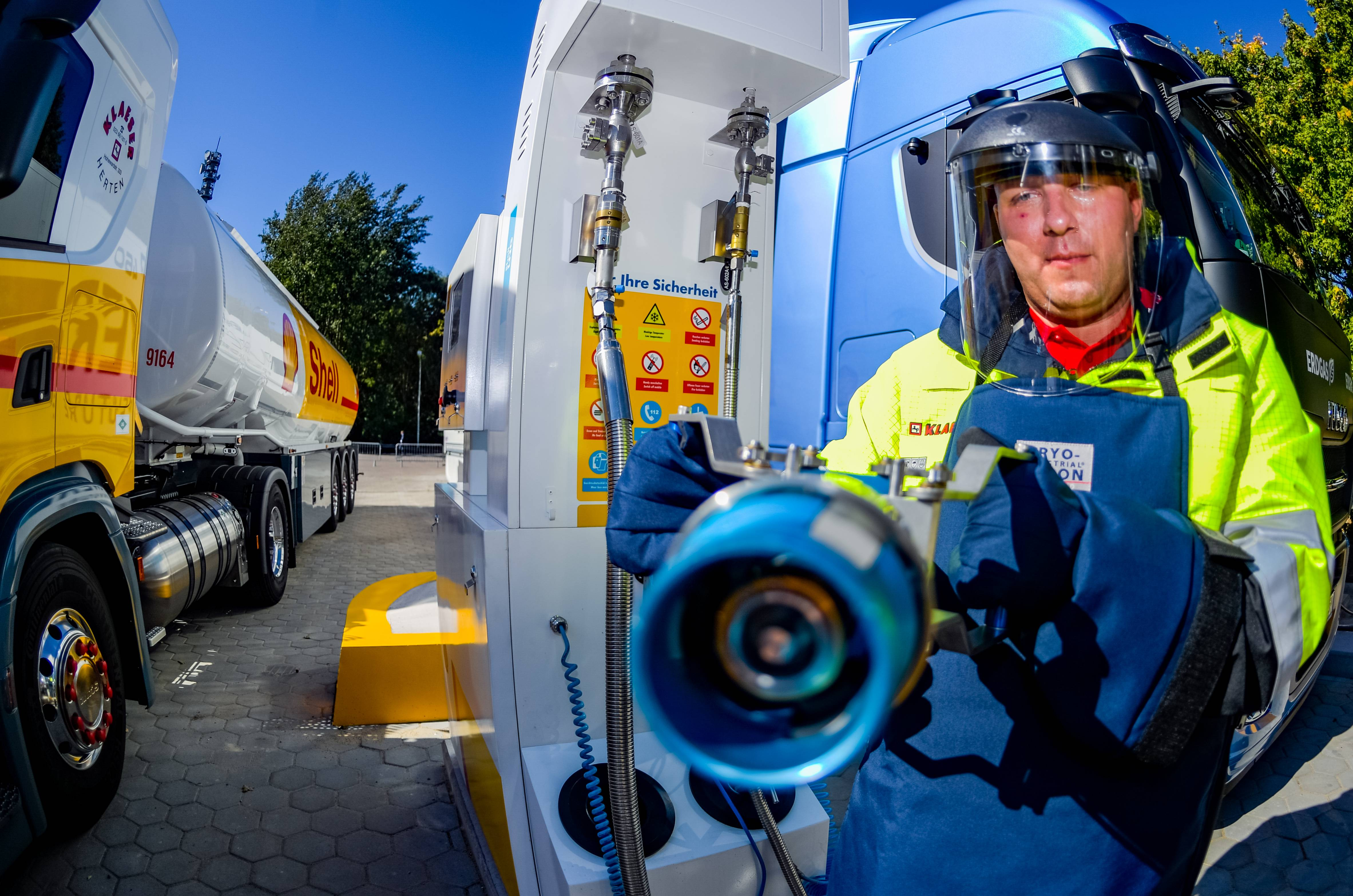 Shell opens first LNG branded filling station