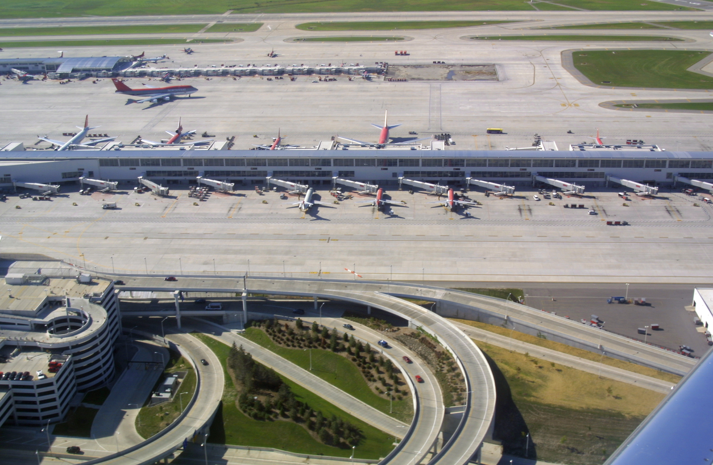 Detroit Metropolitan - Wayne County Airport (DTW)