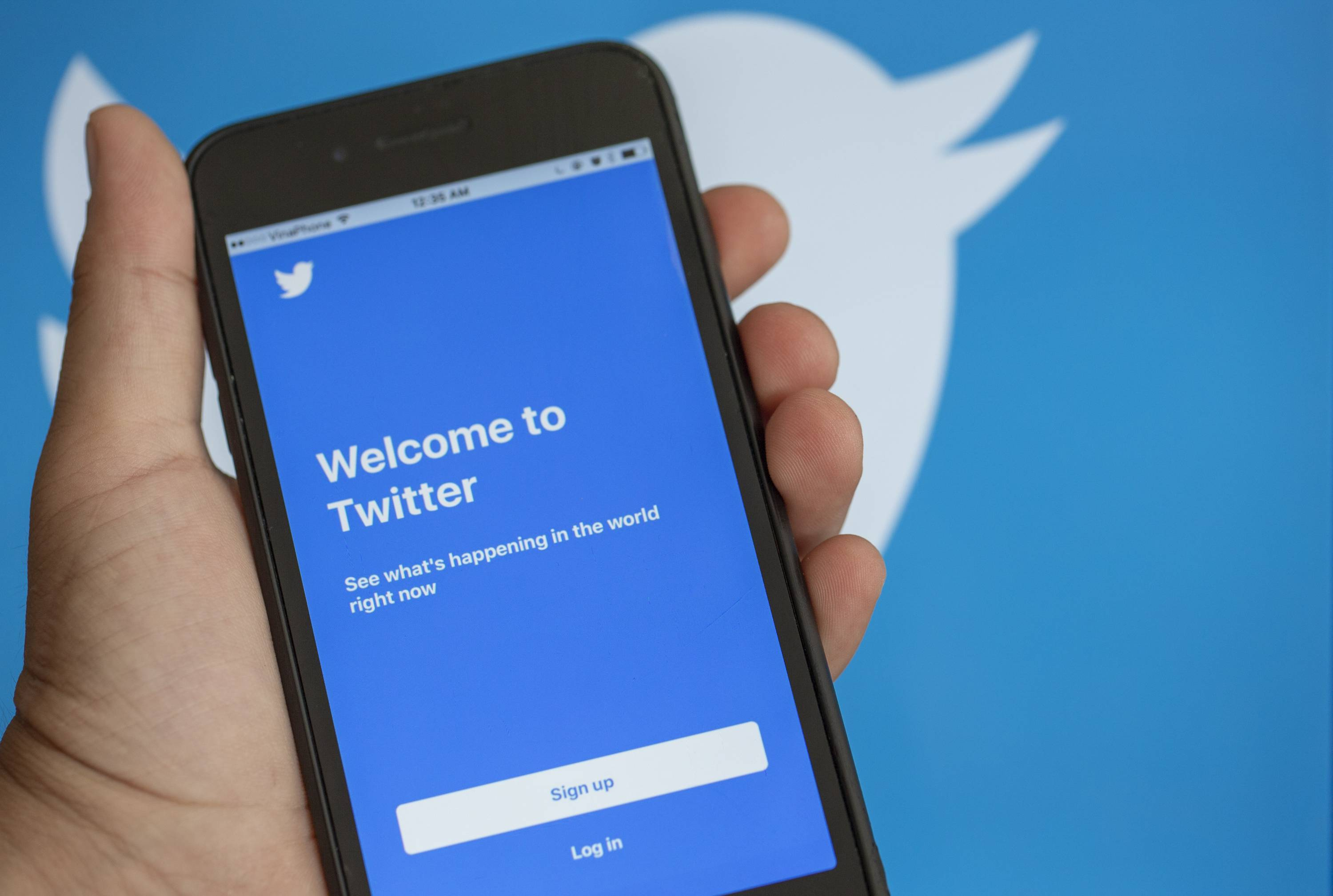 'Twitter' online news and social networking service application