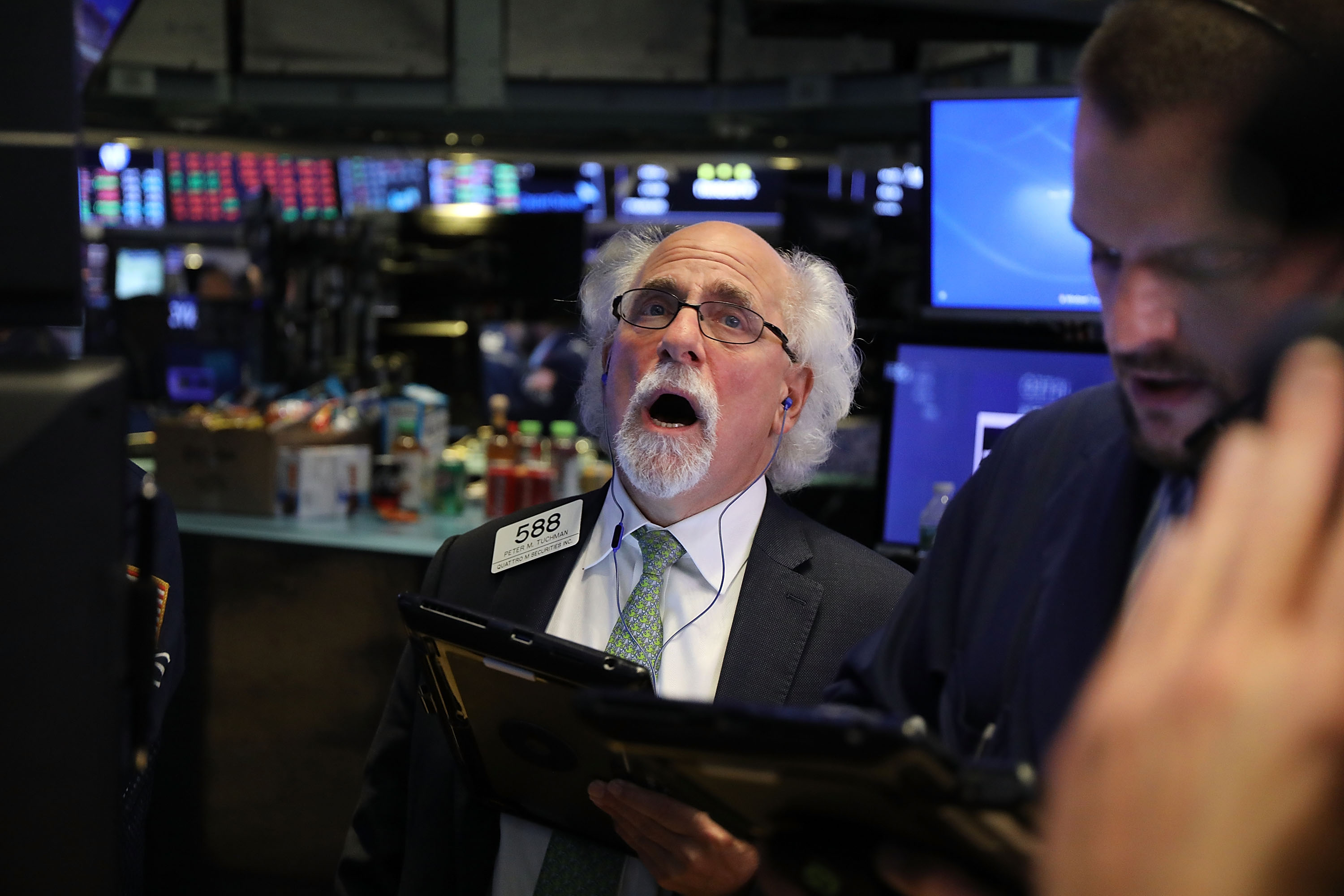 Dow Plunges Over 700 Points In Intraday Trading As Investors Dump Tech Stocks